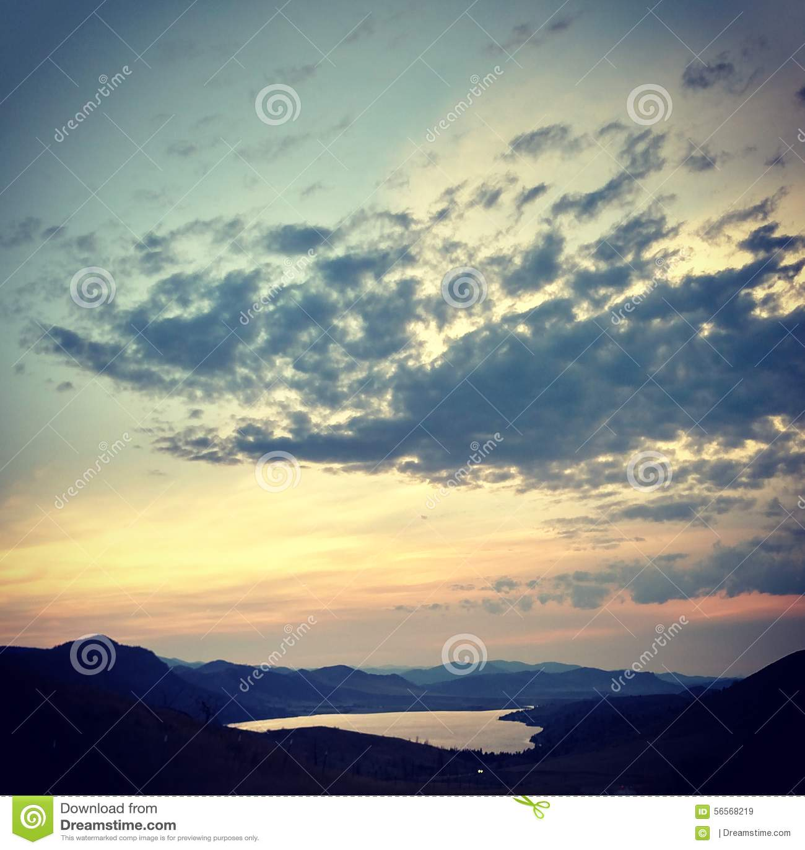 Download Sunsets στοκ εικόνα. εικόνα από δάσος, ύδωρ, φύση, μπακαράδων - 56568219