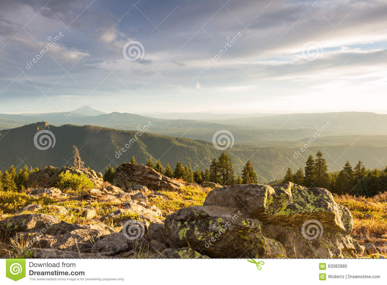 Download Sunsetting Au-dessus Des Montagnes Photo stock - Image du horizontal, orégon: 63082880