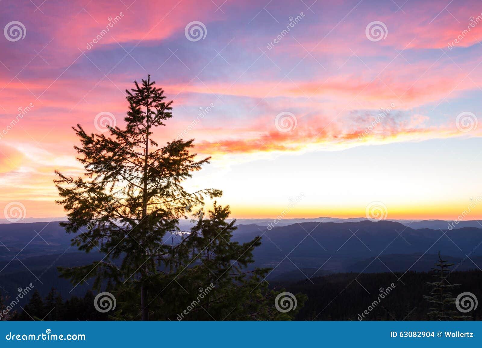 Download Sunsetting Au-dessus Des Montagnes Photo stock - Image du paix, explorez: 63082904