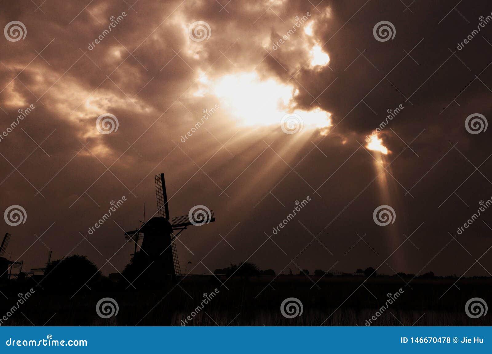 Sunshing per il mulino a vento di Kinderdijk