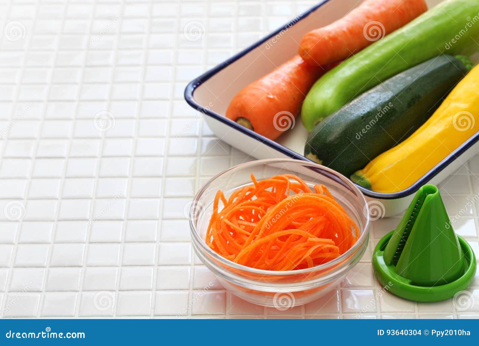 Sunt banta grönsaknudelsallad