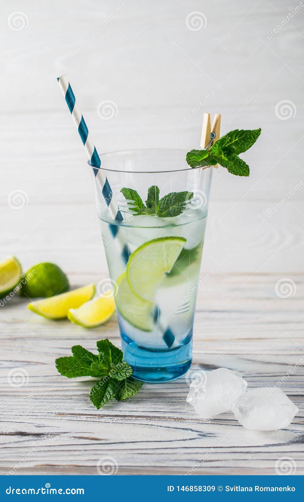 Sunt organiskt uppfriskande vatten f