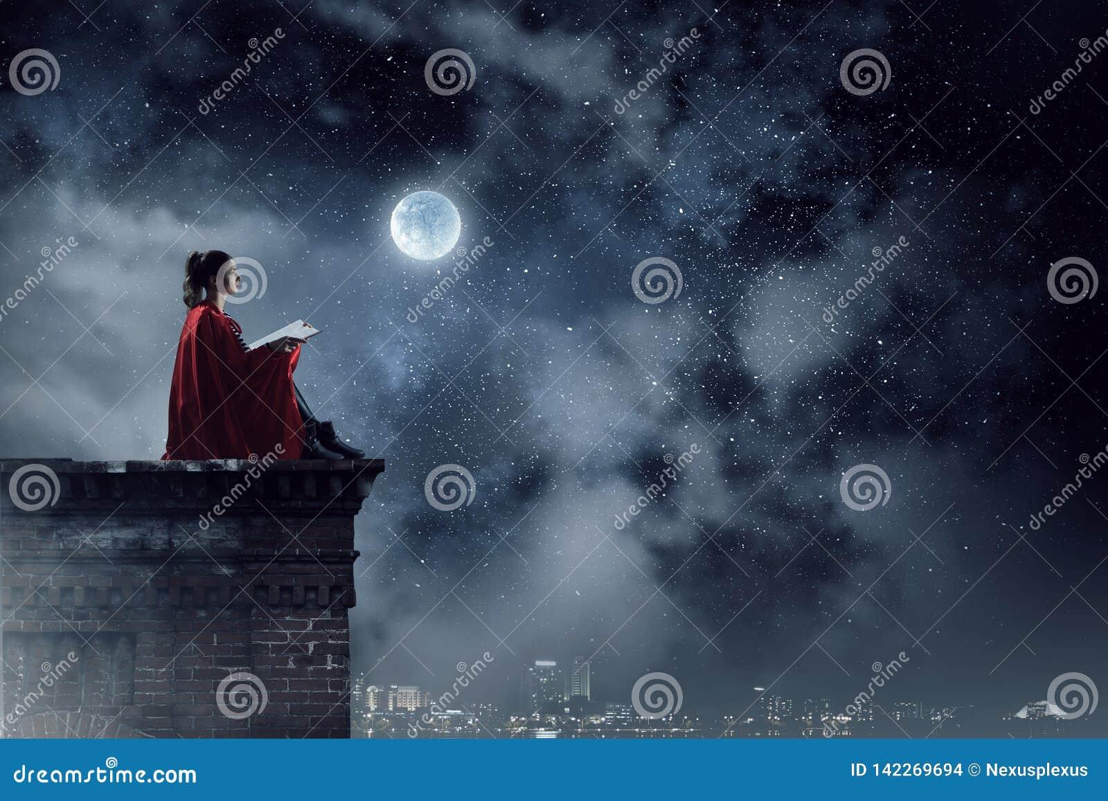 Super-herói no telhado Meios mistos