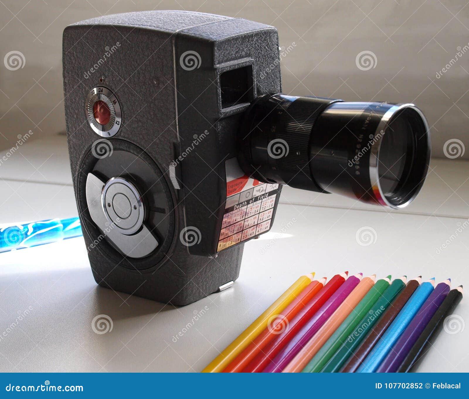 Download Super 8 mm F stock foto. Afbeelding bestaande uit bioskoop - 107702852