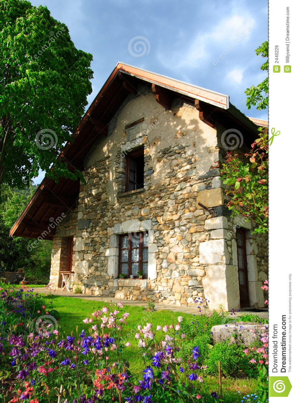 Superb stone-built house and garden