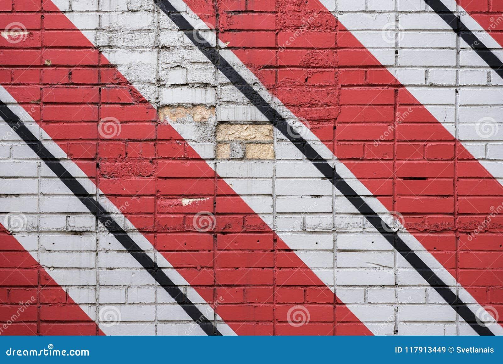 Superficie diagonalmente dipinta dei mattoni della parete nei colori rossi e in bianco e nero, come graffiti Struttura grafica di