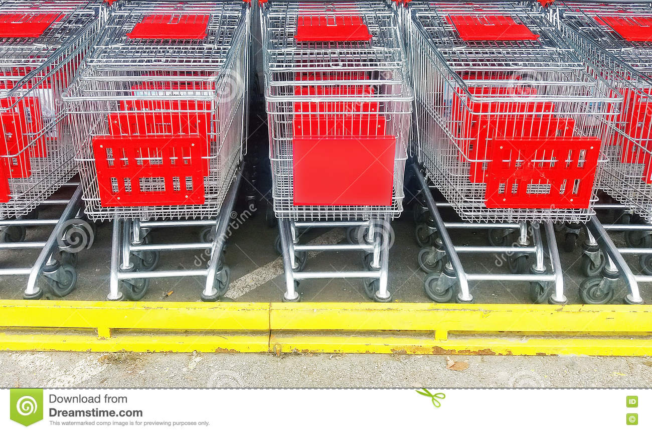 Trolley In Huis : The supermarket trolley carrying food stock photo image of