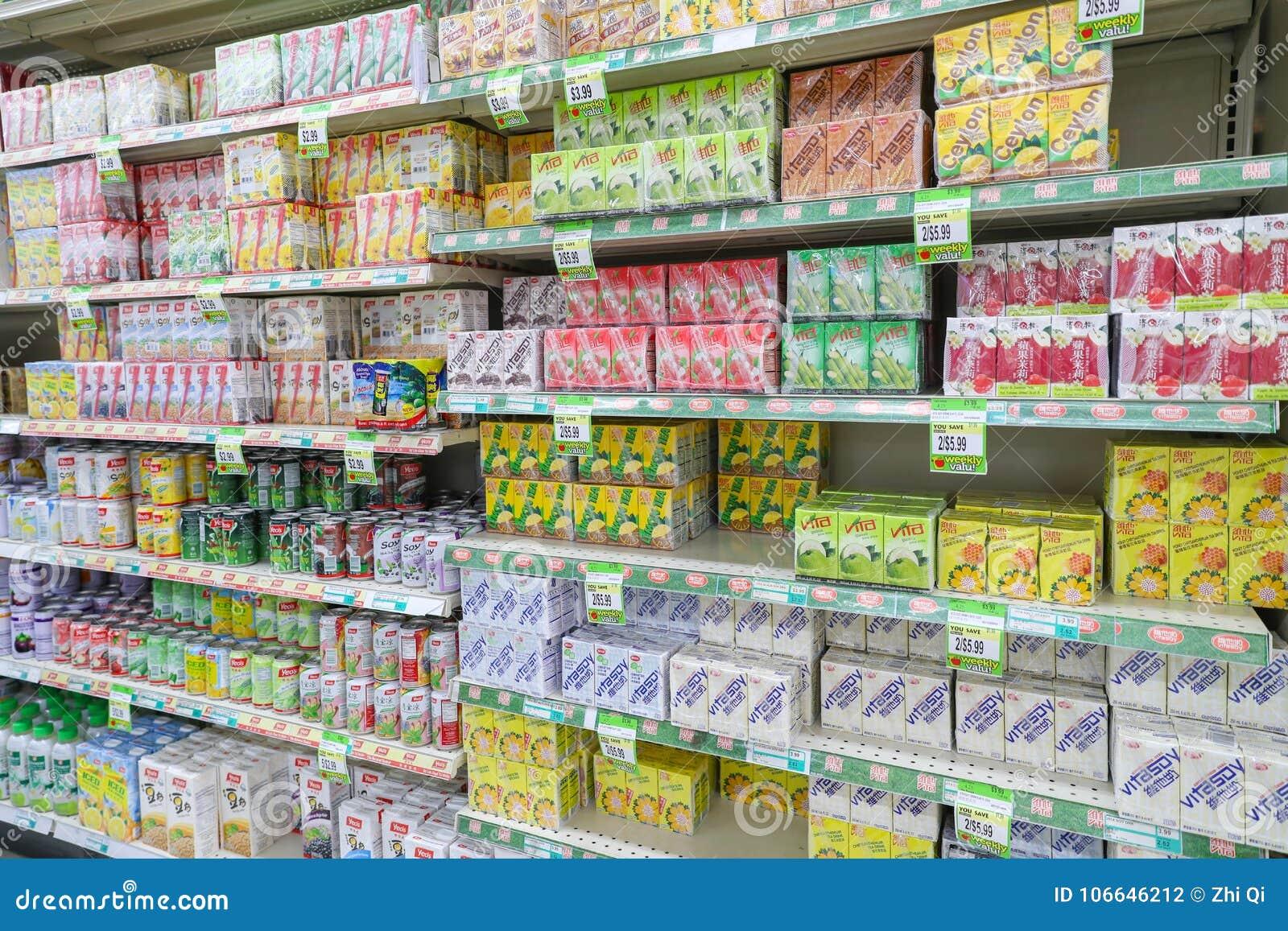 Supermarktregale Setzten Eine Vielzahl Von Getränken Redaktionelles ...