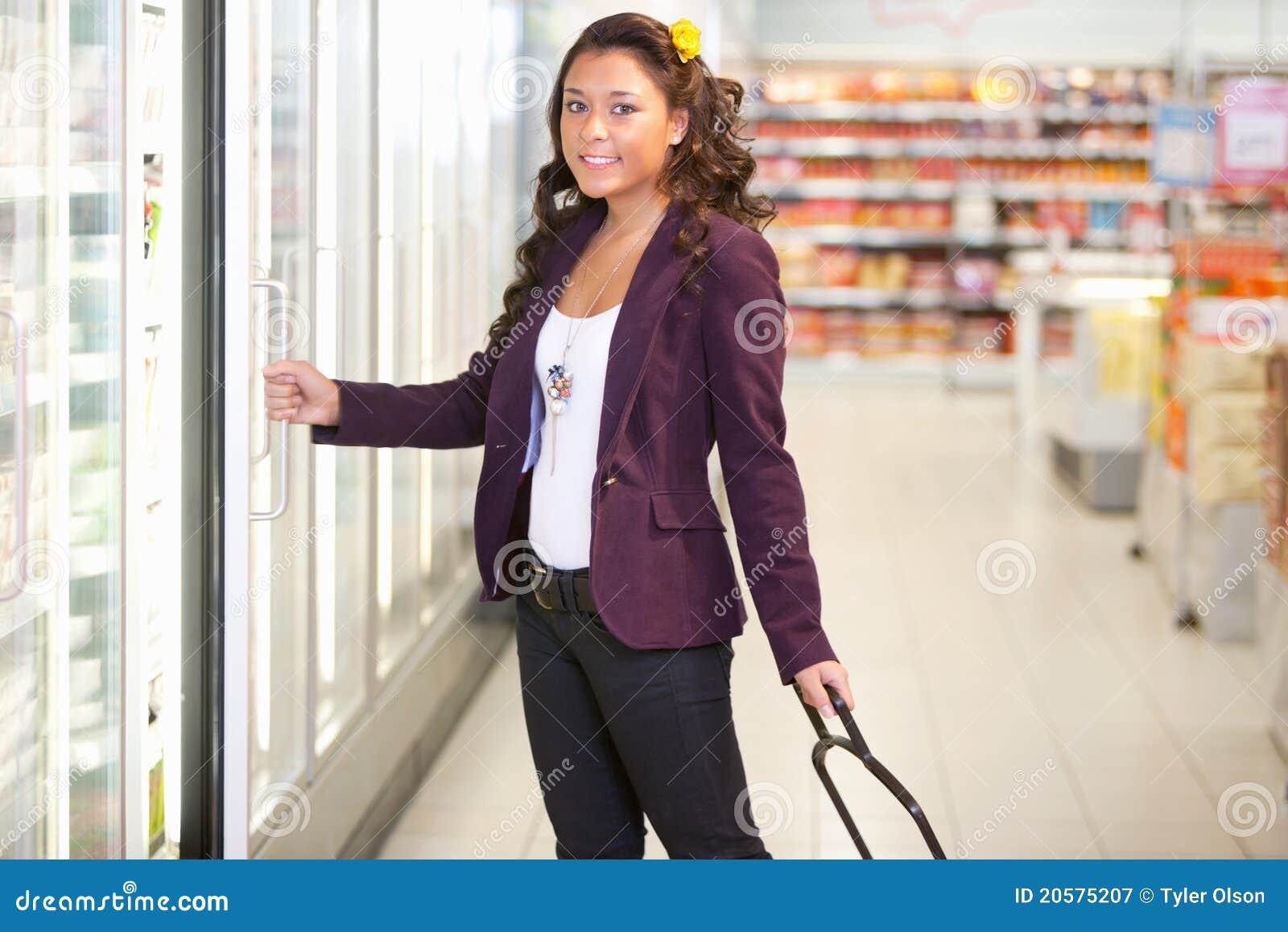 Supermercado frio do alimento
