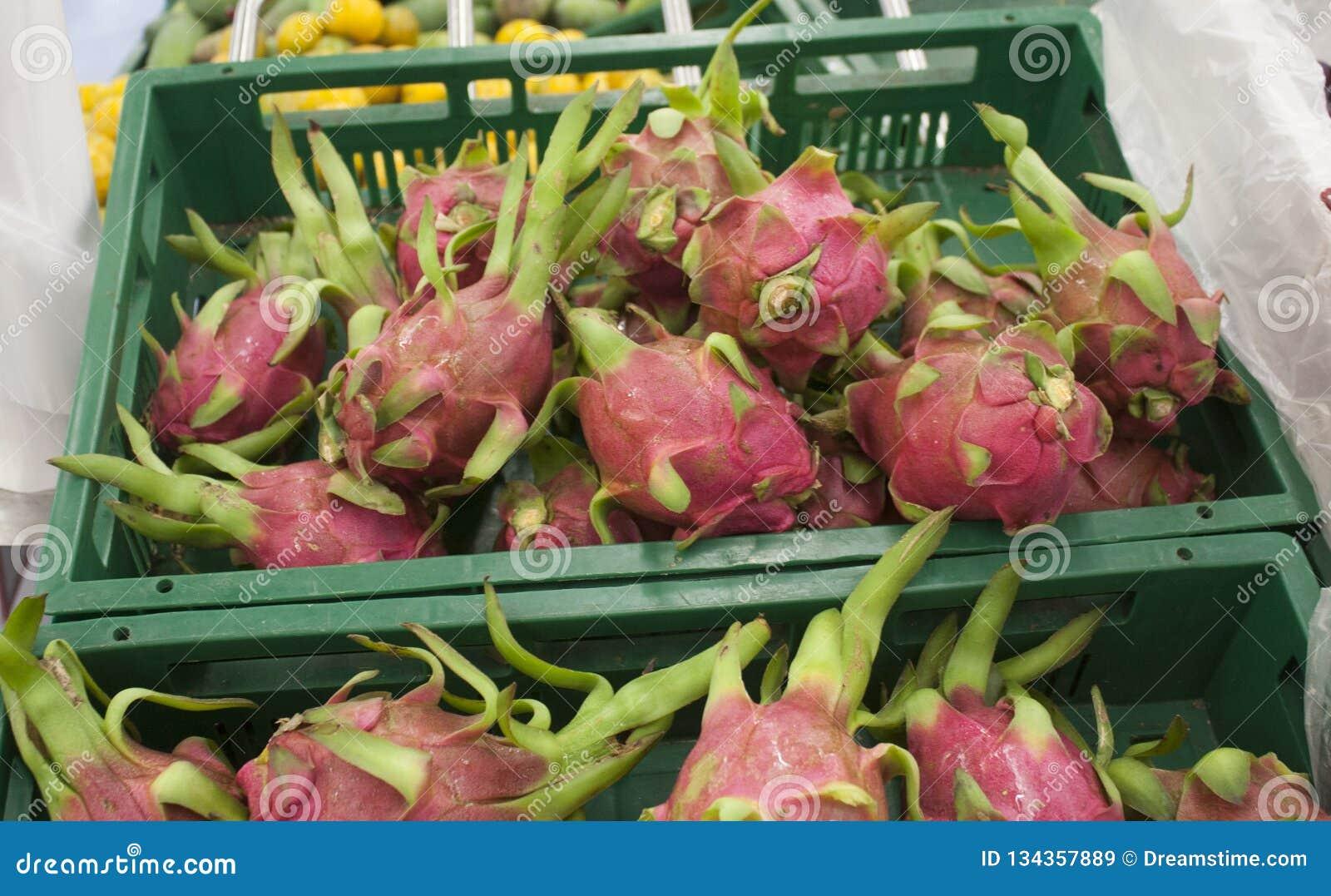 Supermercato fresco della frutta del drago