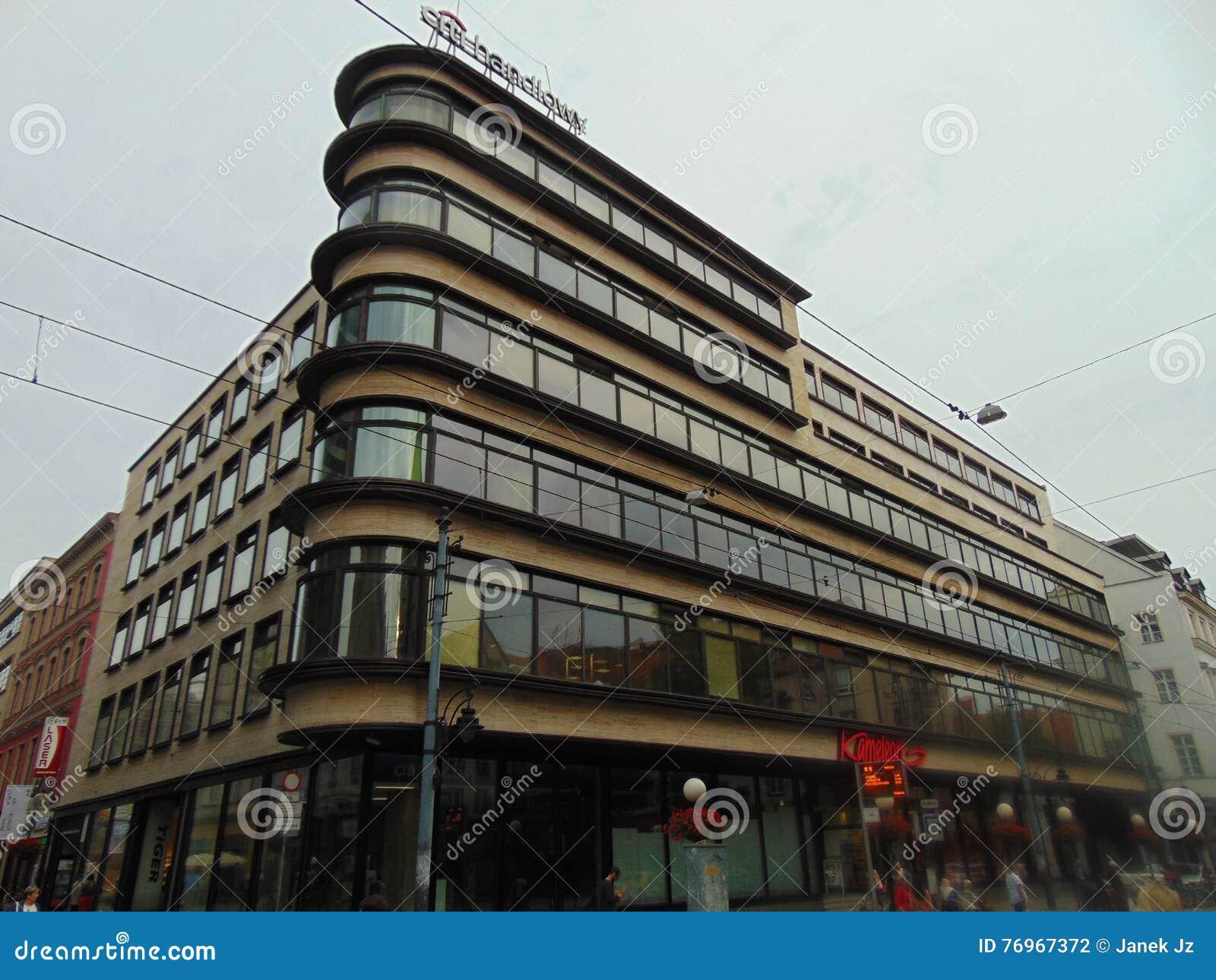 Superstore στην Πολωνία