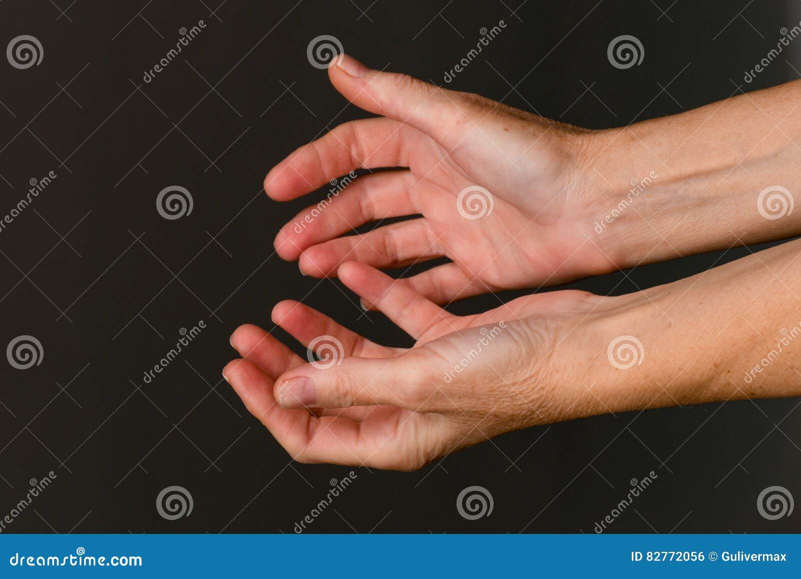 Supplica delle mani, primo piano