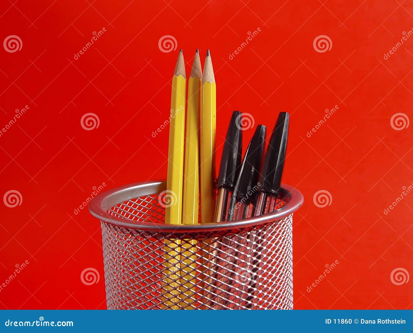 Support de crayon sur le rouge