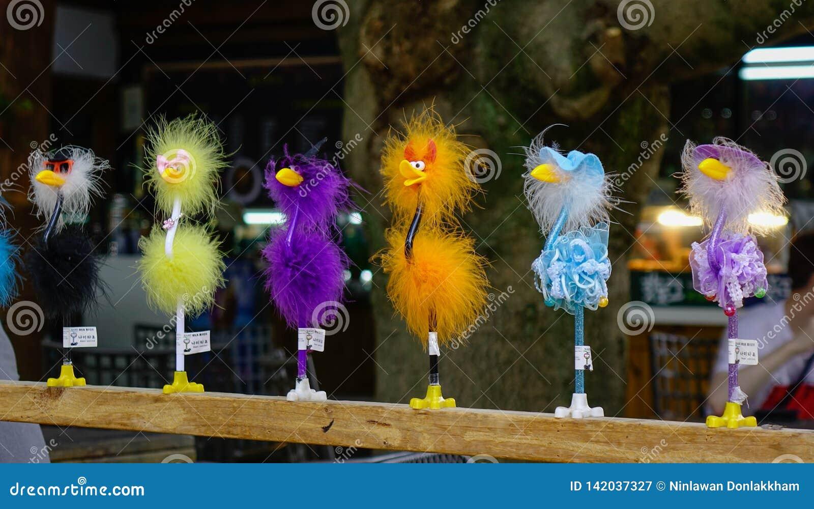 Support de jouet d oiseau sur la ligne