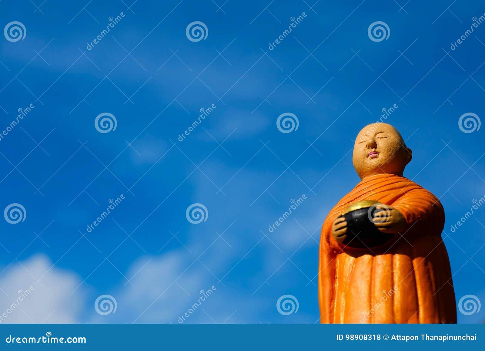 Support de moine bouddhiste pour l aumône recueillant, moine en céramique