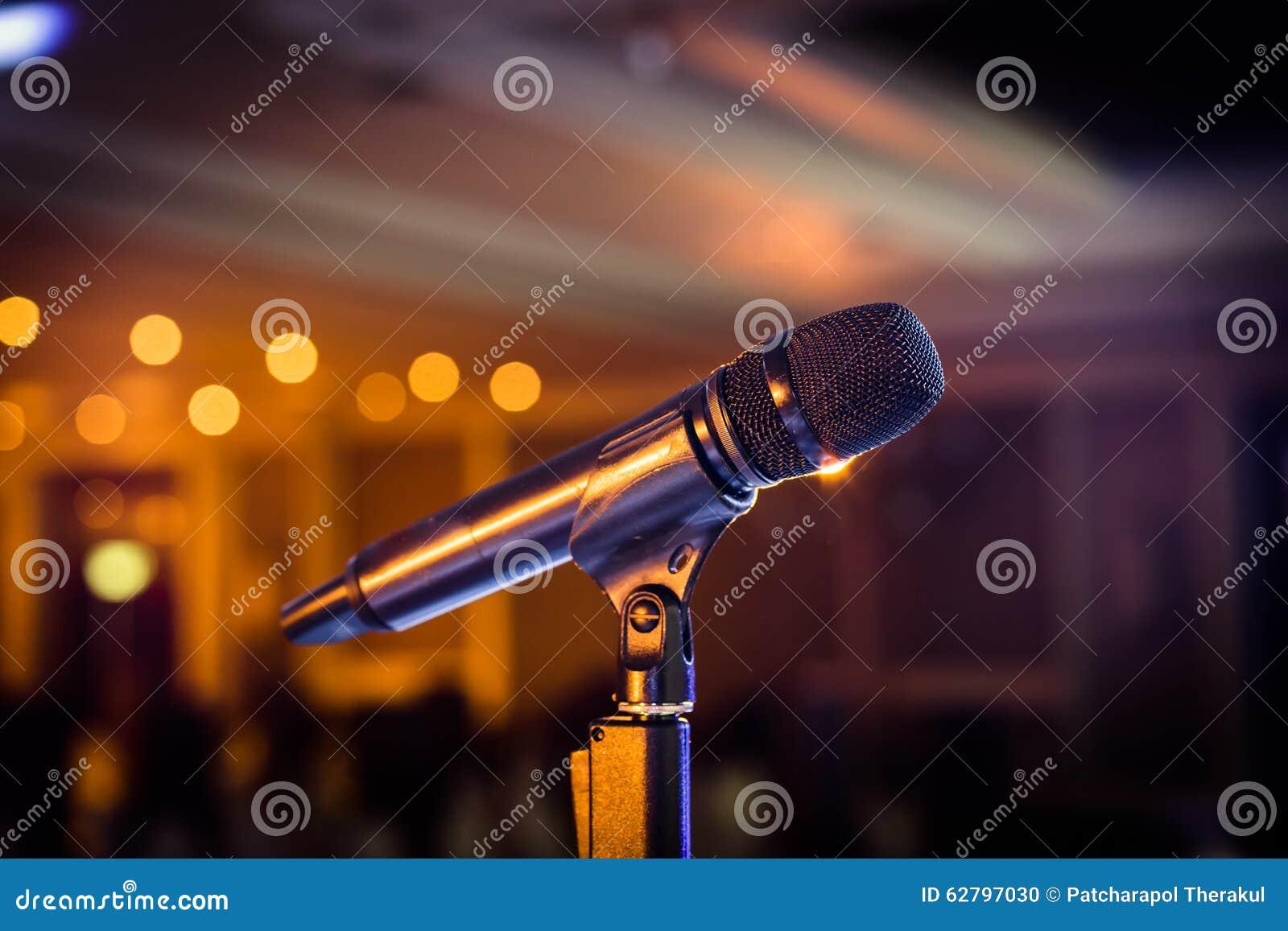 Support sans fil de microphone sur le lieu de rendez-vous d étape
