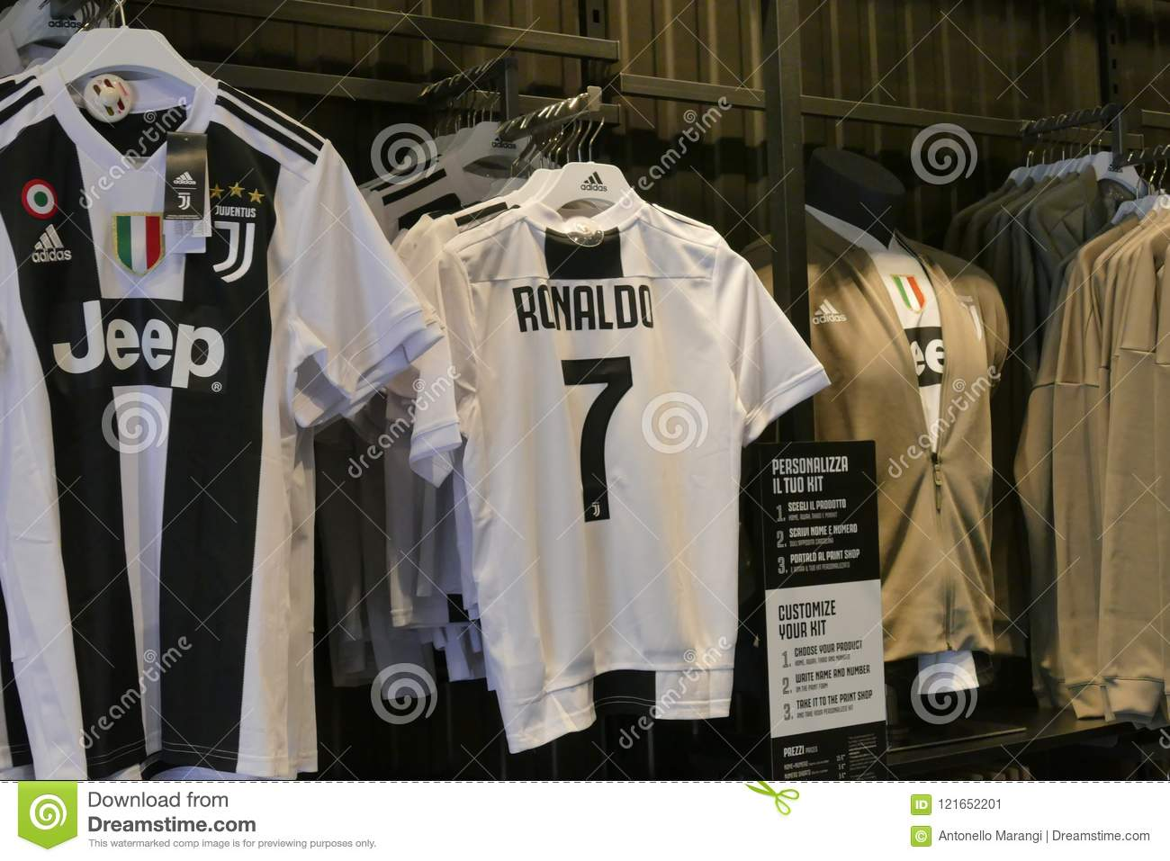 online store c8335 db7c1 Supporters Of Juventus FC Going Mad For Cristiano Ronaldo ...