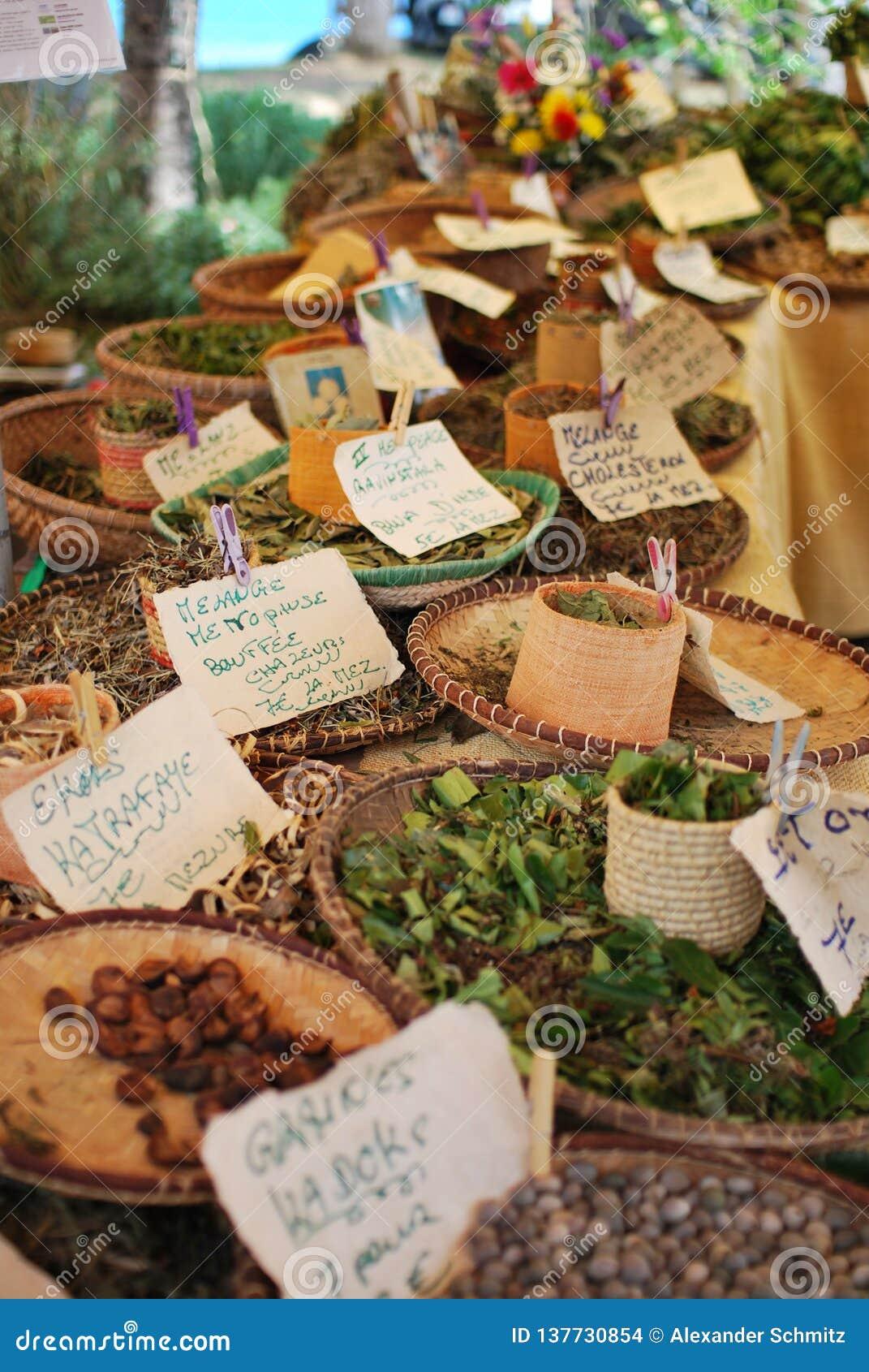 Supporto del mercato con le spezie e i herbes a St Paul Reunion Island