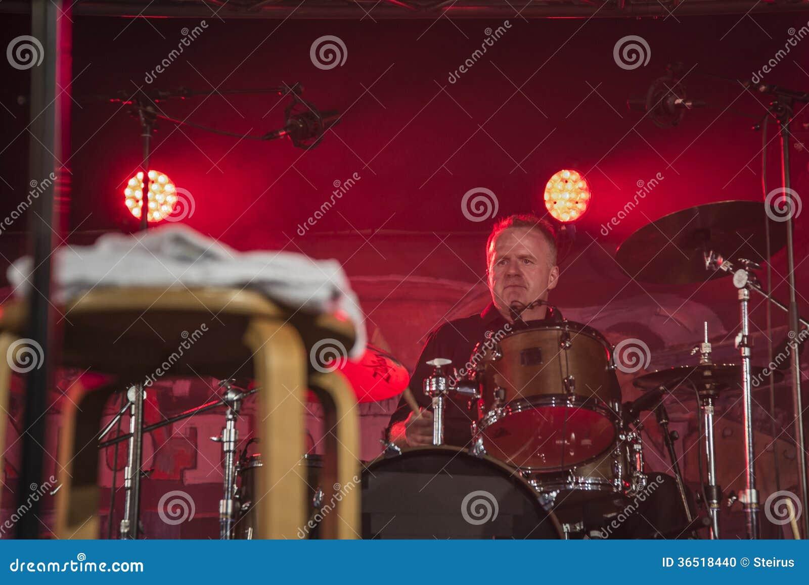Sur des tambours Mike Hellier
