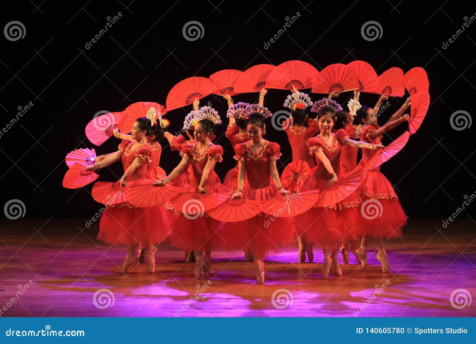 Surabaya Indonésia, o 29 de julho de 2016 desempenhos da dança do bailado