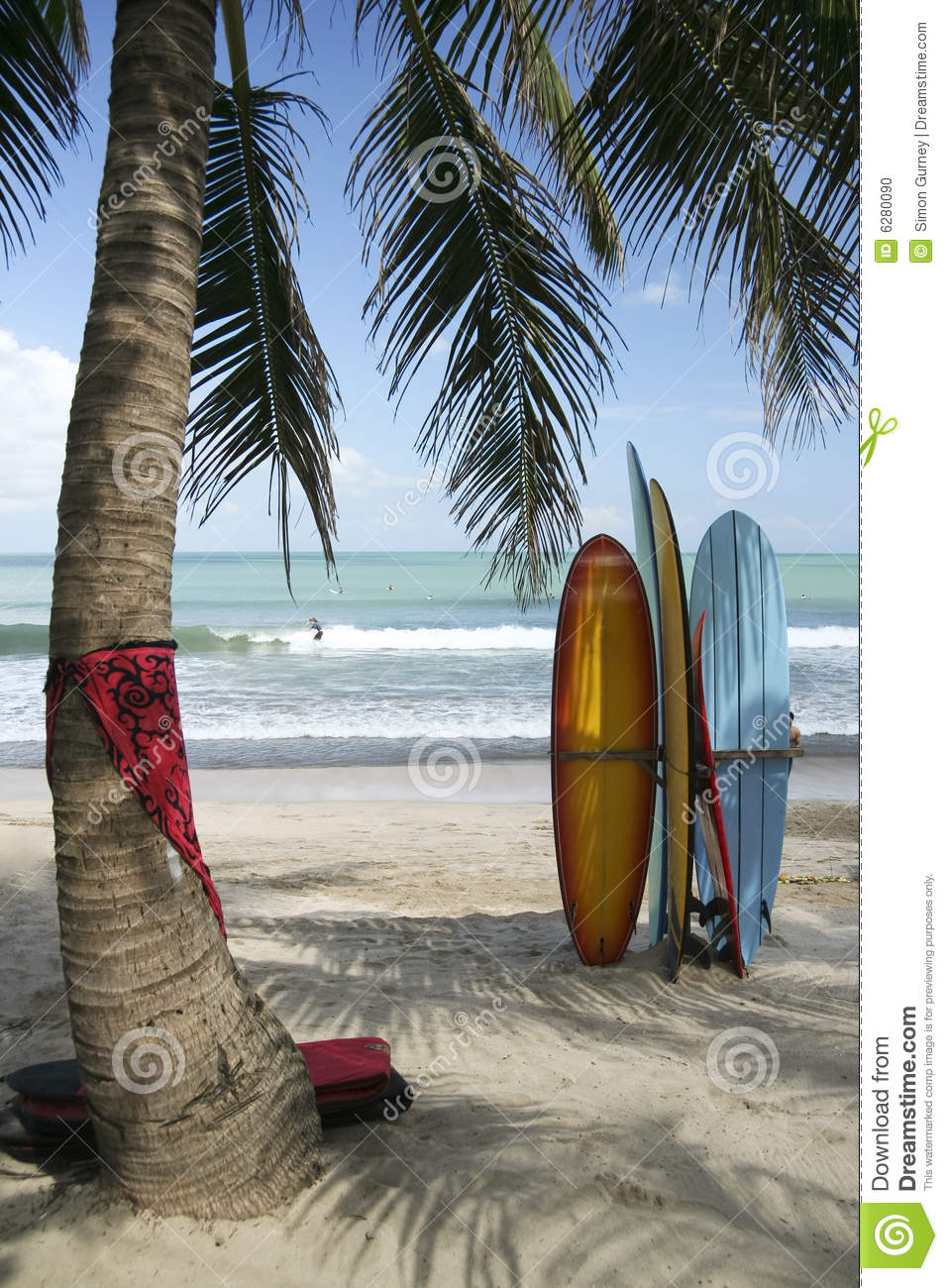 Obras Del Artista Ben Heine in addition Surf Boards Kuta Beach Bali Indonesia in addition Gearbox Stock Picture as well Beams Light Rays Black as well Delicate Red Henna Paisley Heart Vector. on circle objects