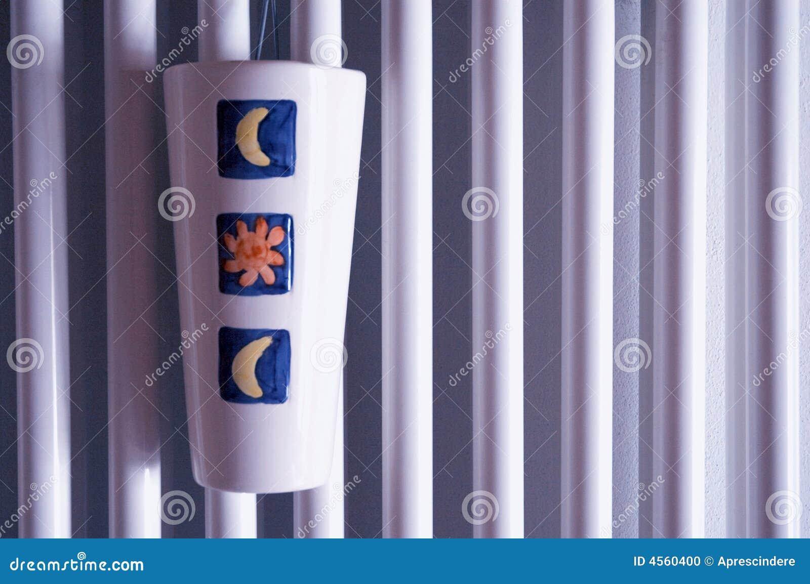 Surface de radiateur avec l 39 humidificateur photo stock - Humidificateur pour radiateur ...