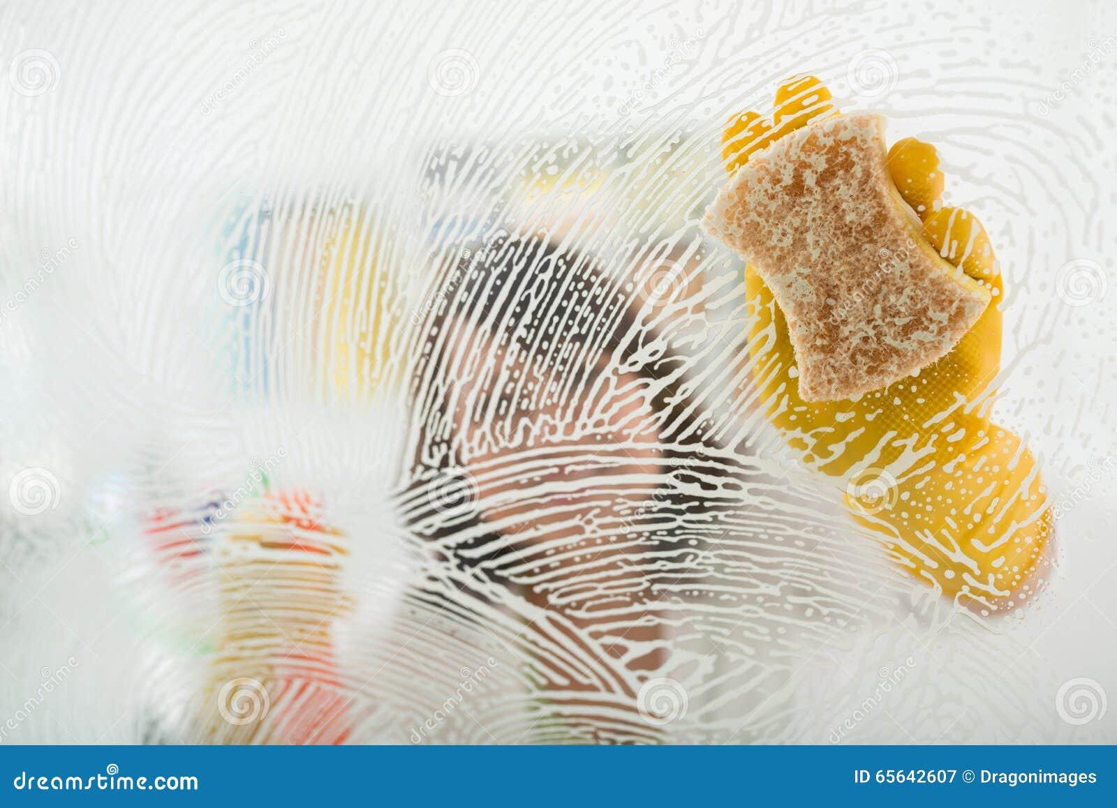 Surface en verre de nettoyage
