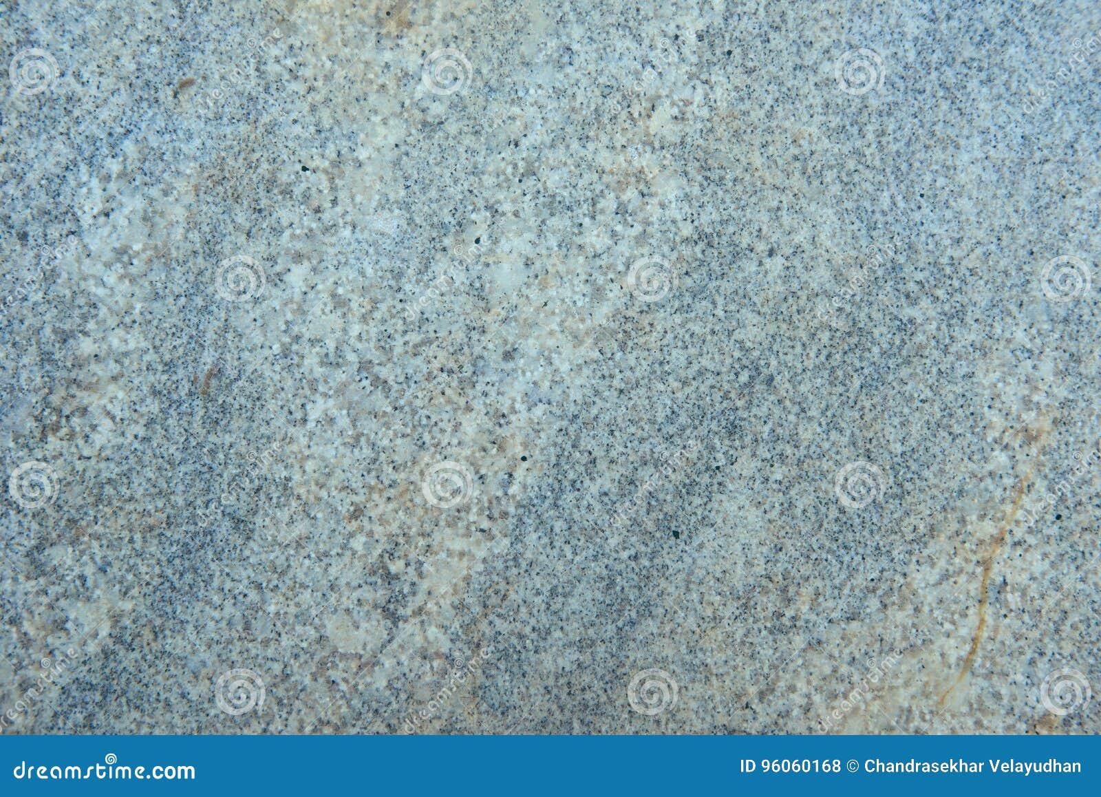 Surface texturisée de pierre polie de granit aux nuances du gris