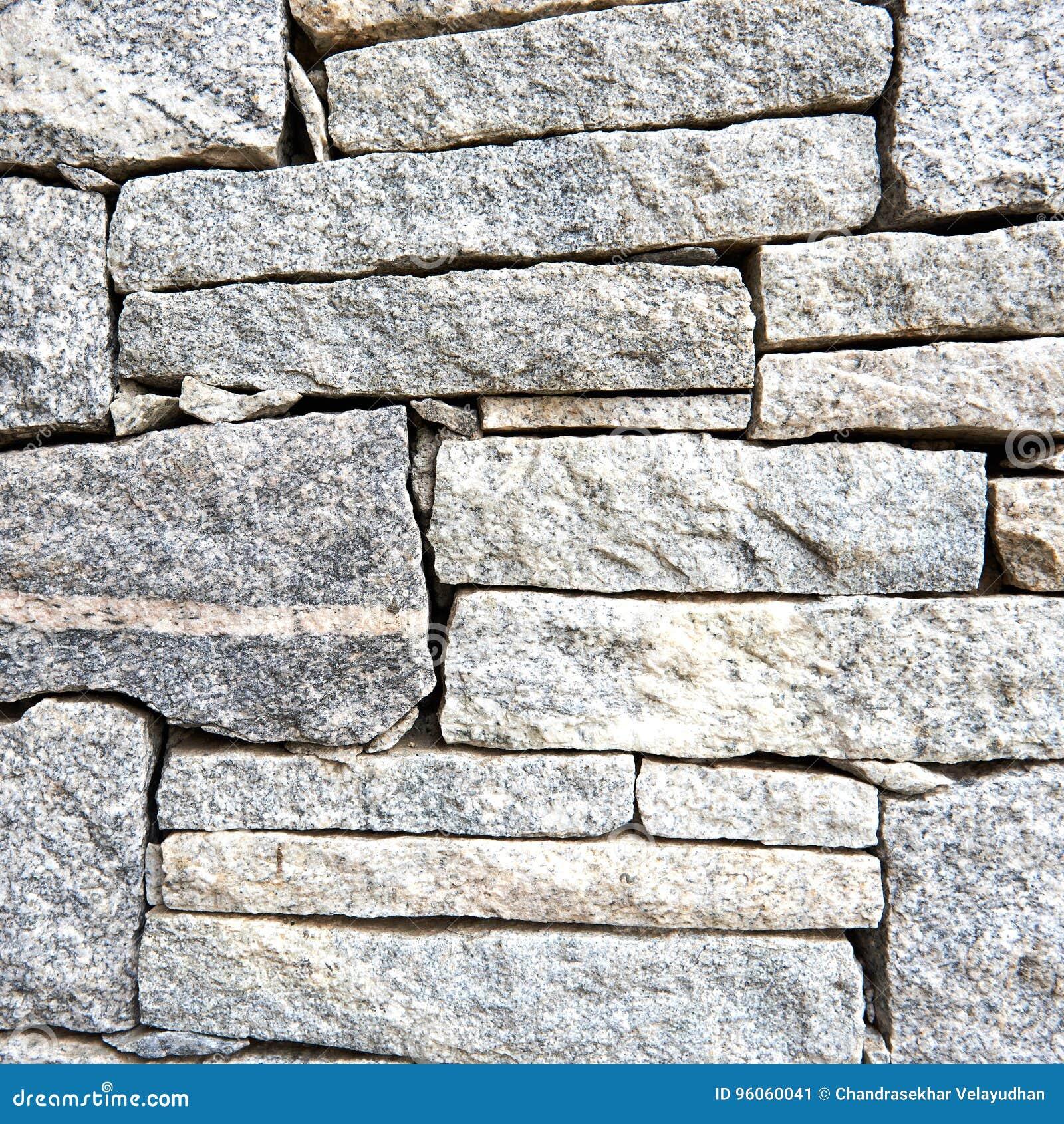 Surface texturisée de pierre rugueuse de granit aux nuances du gris