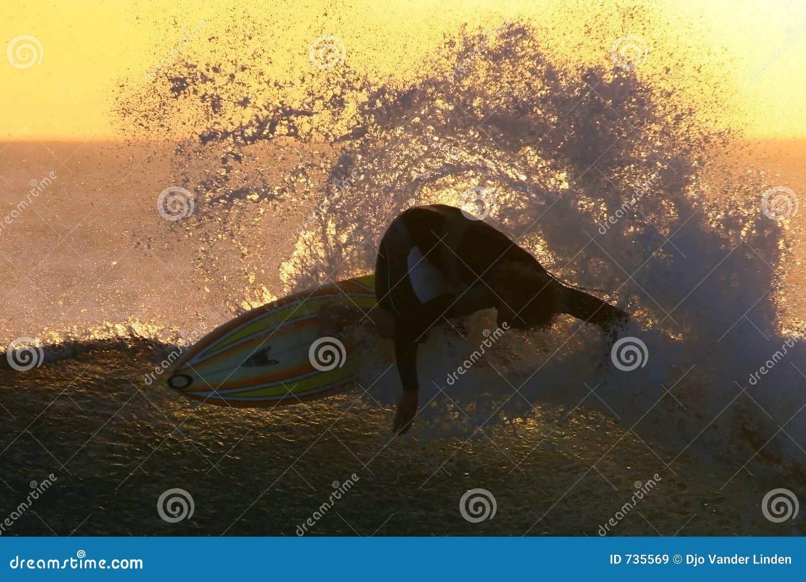 Surfar do por do sol