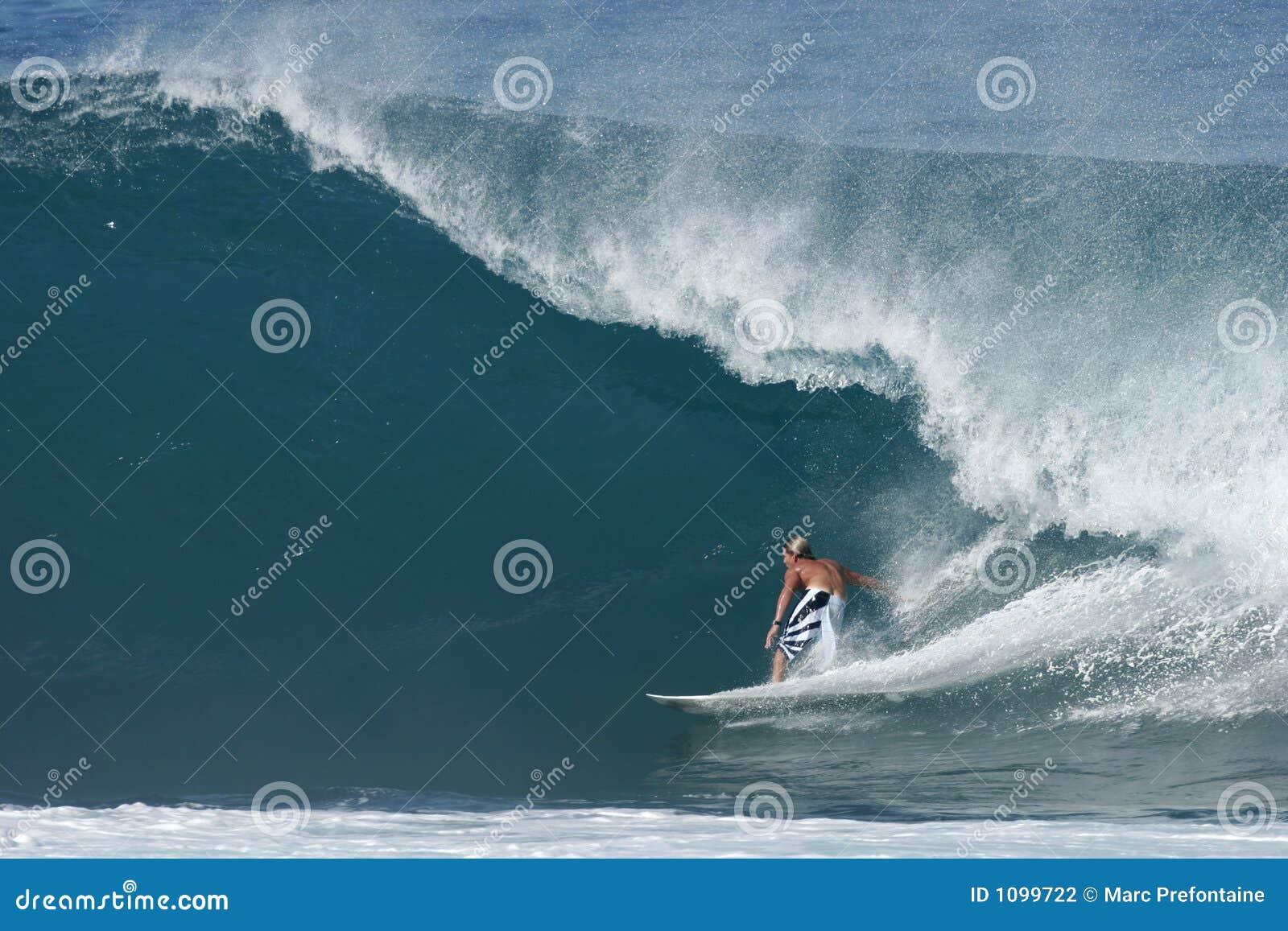 Surfer à la canalisation secrète