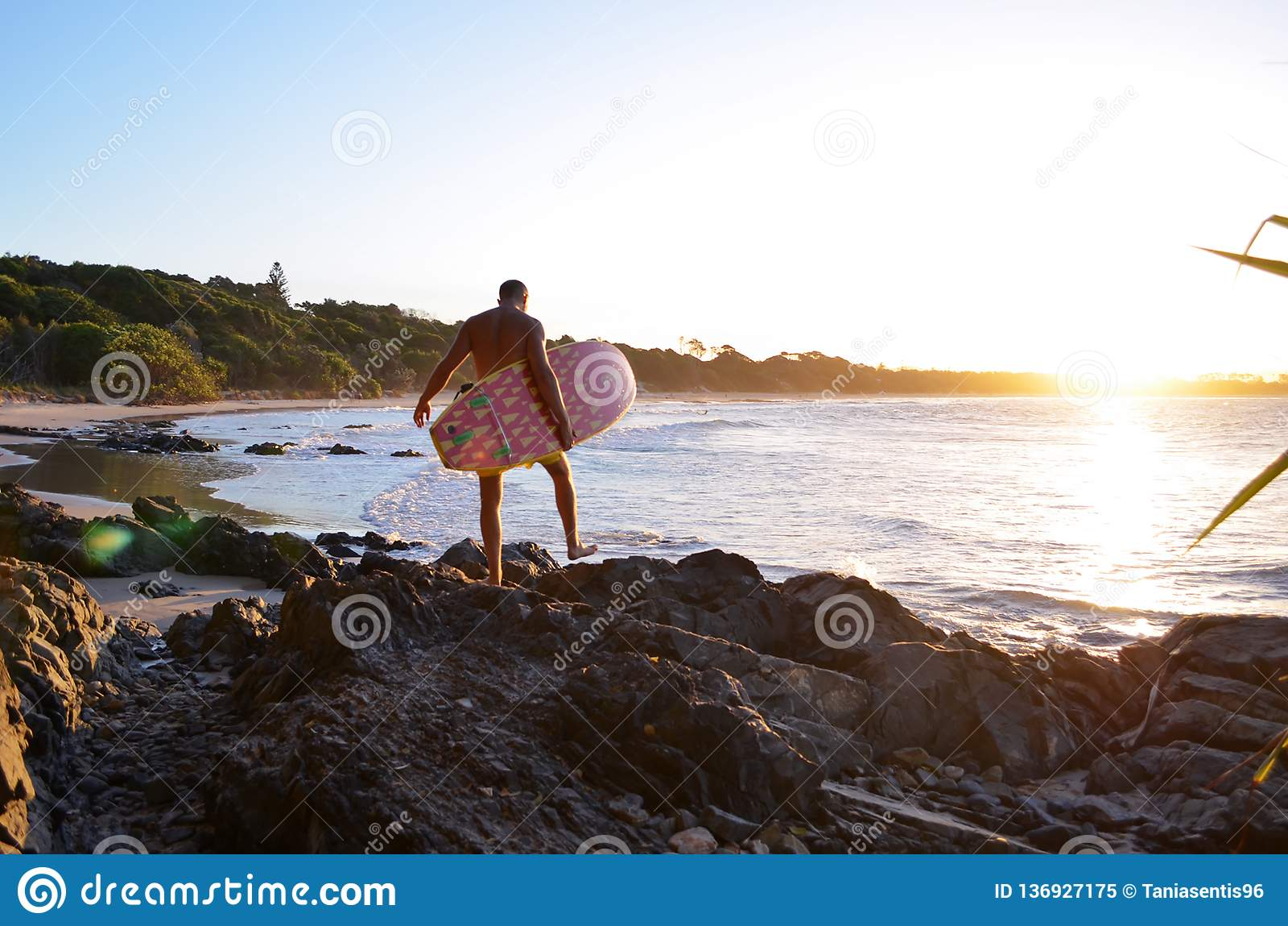 Surfer στον κόλπο του Byron