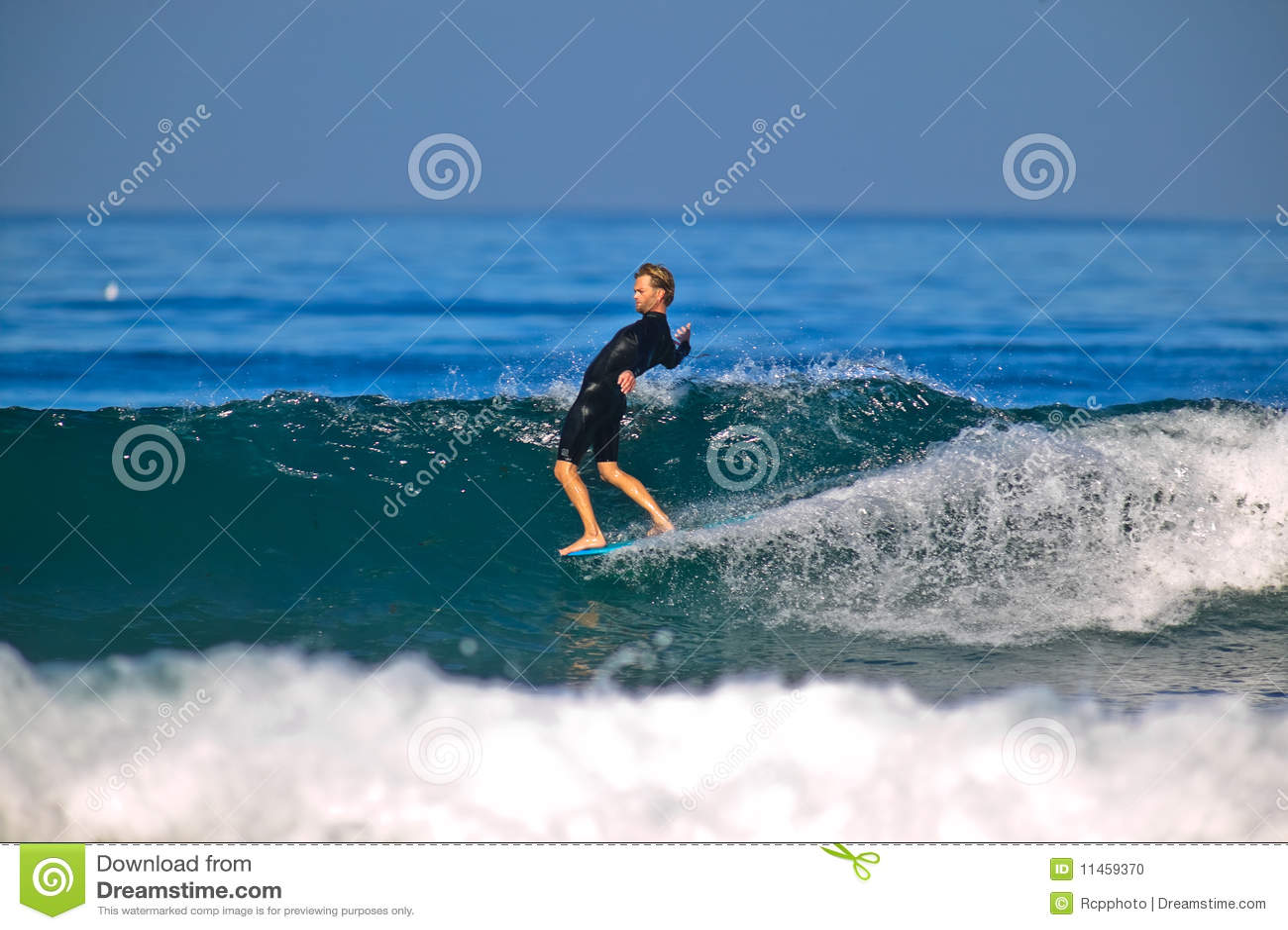 Surfer d équitation de nez