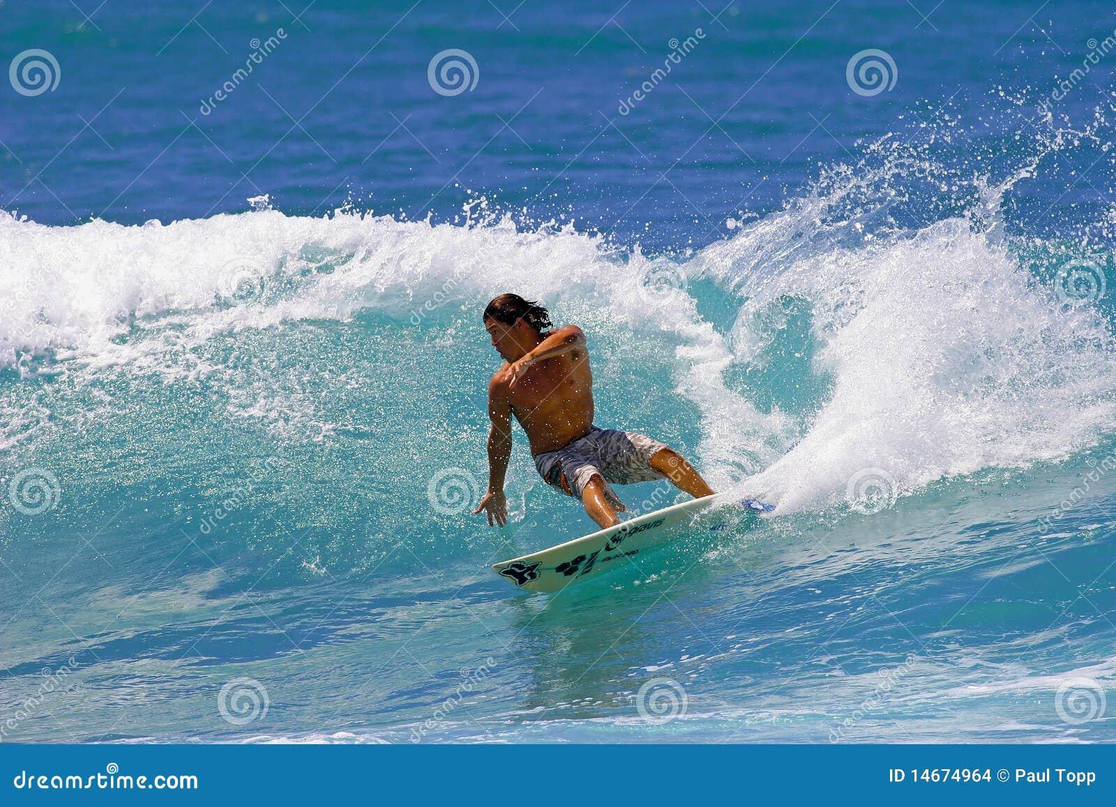 Surfer Kalani die Robb Honolulu, Hawaï surft