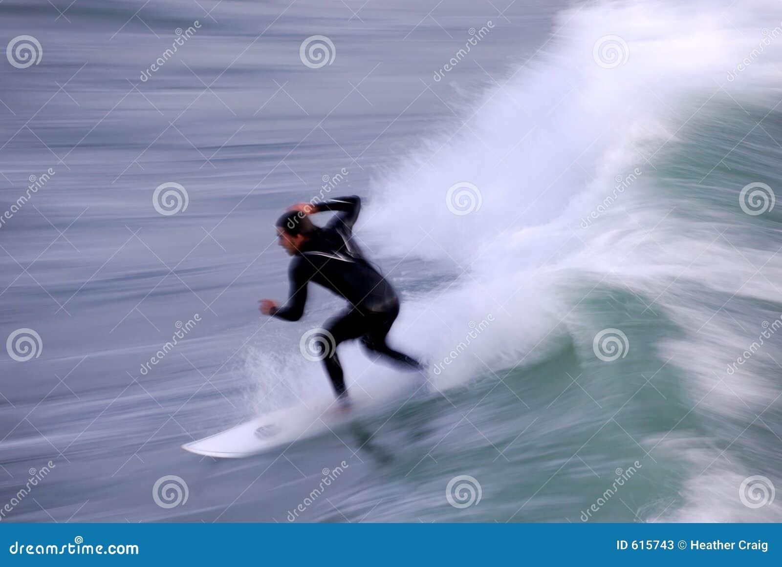 Surfer in Motie