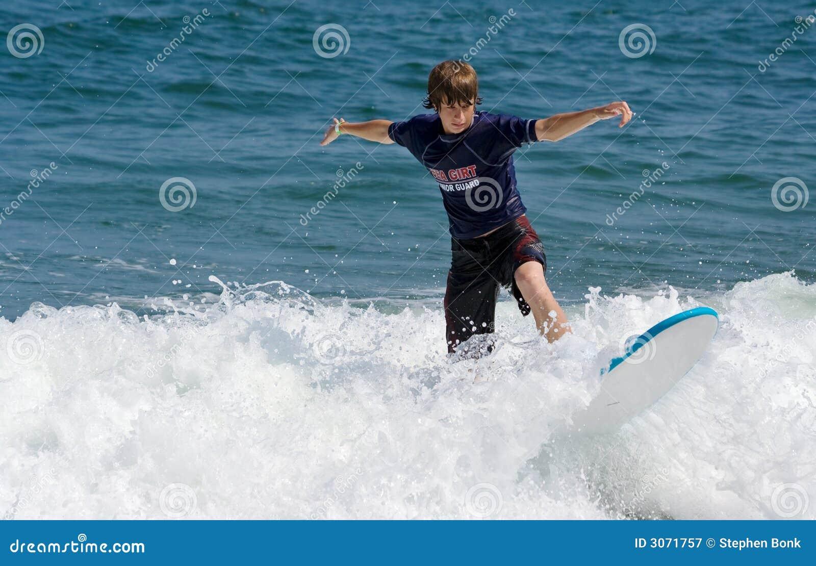 Surfer nastolatków.