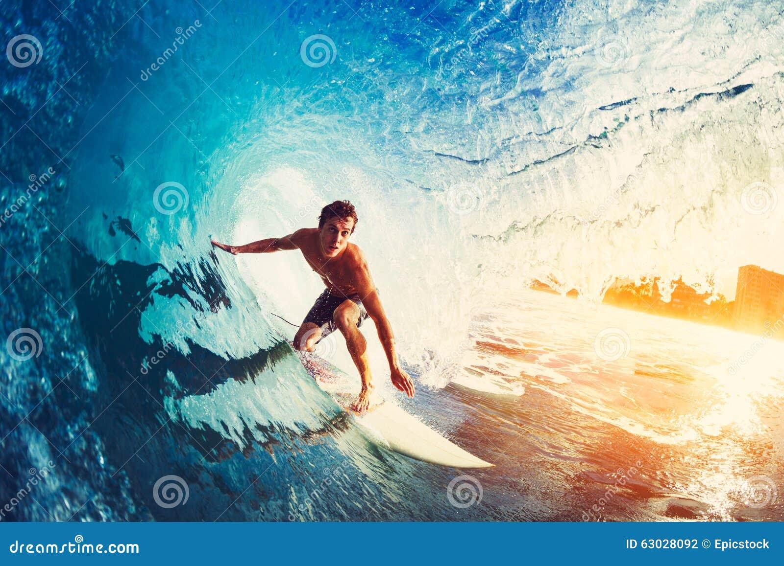 Surfer op Blauwe OceaanGolf