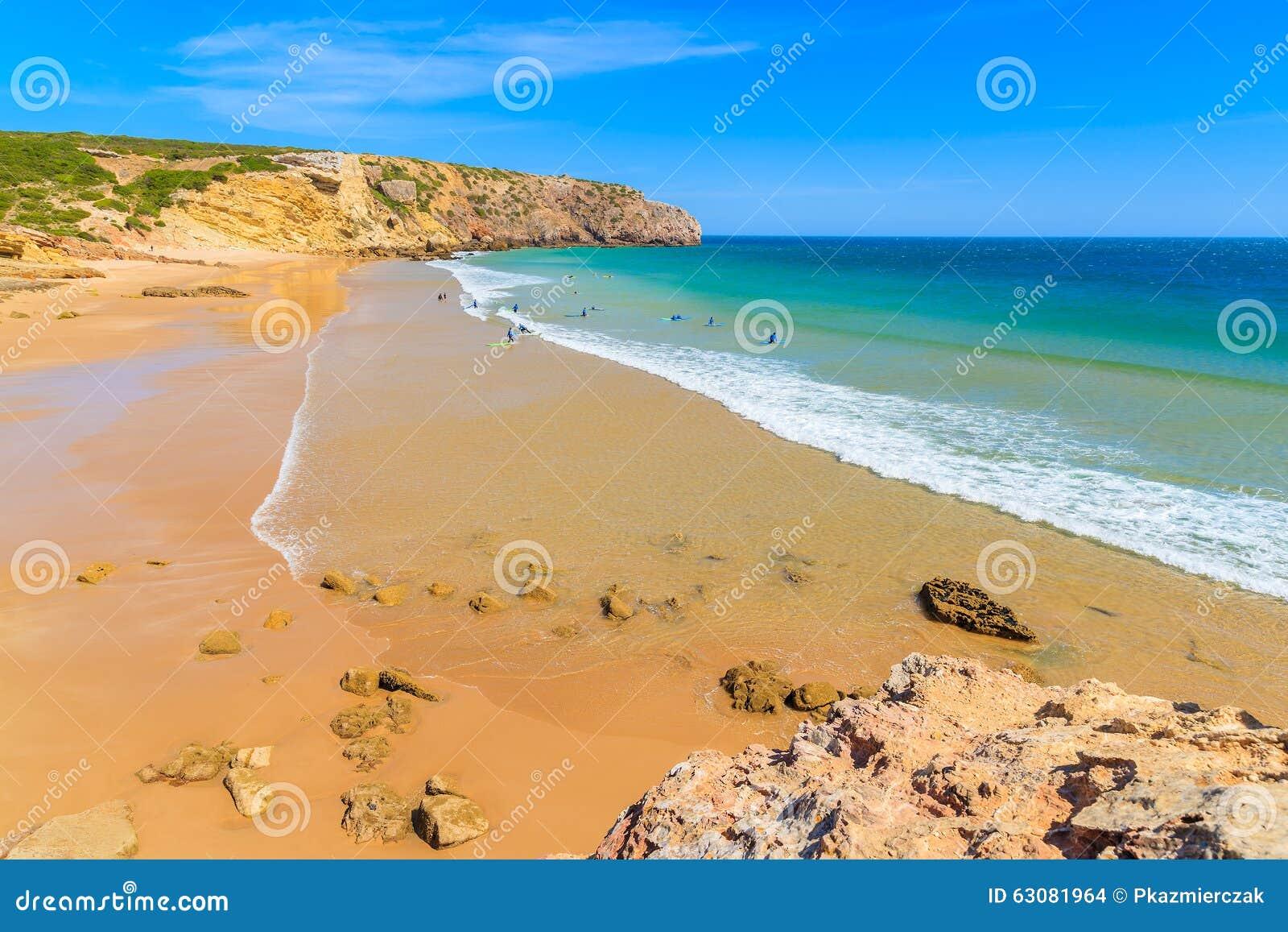 Download Surfers Sur La Plage Arénacée De Zavial Photo stock - Image du idyllique, sable: 63081964