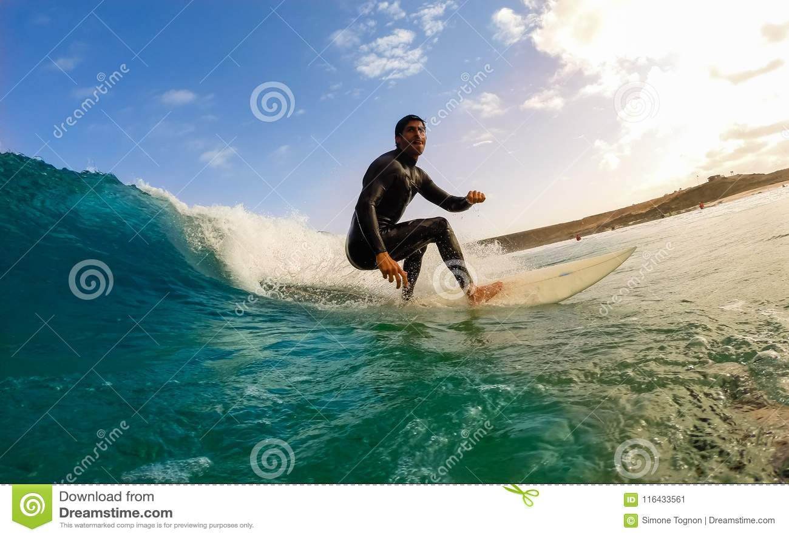 Surfingowiec podczas sesi szkoleniowa