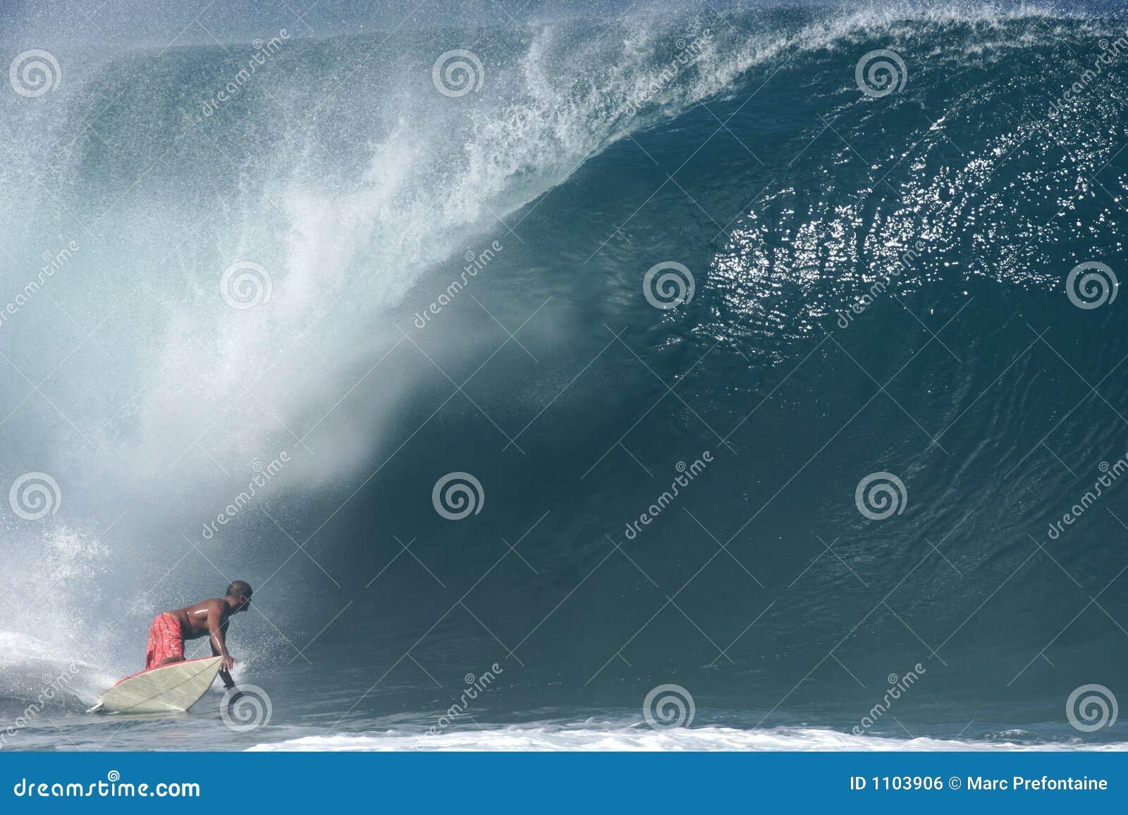 Surfista alla conduttura di Banzai