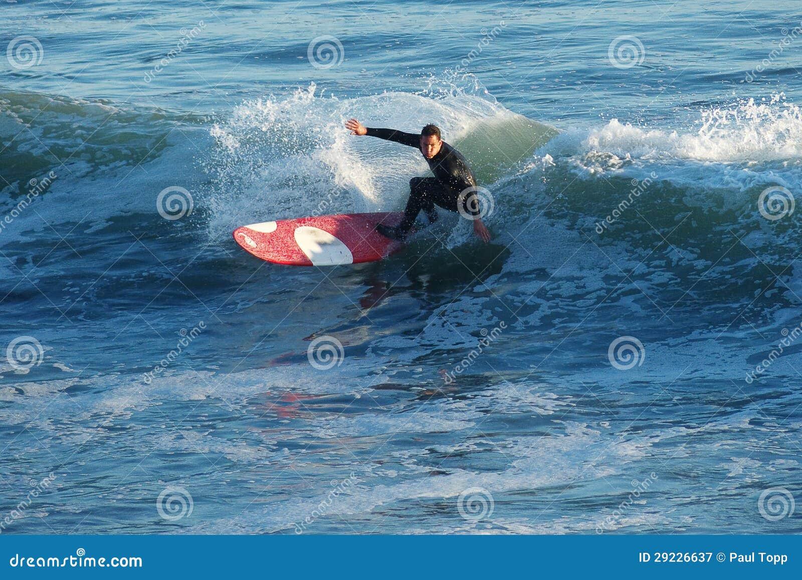 Download Surfista Kyle Jouras Que Surfa Em Santa Cruz, Califórnia Fotografia Editorial - Imagem de esporte, santa: 29226637