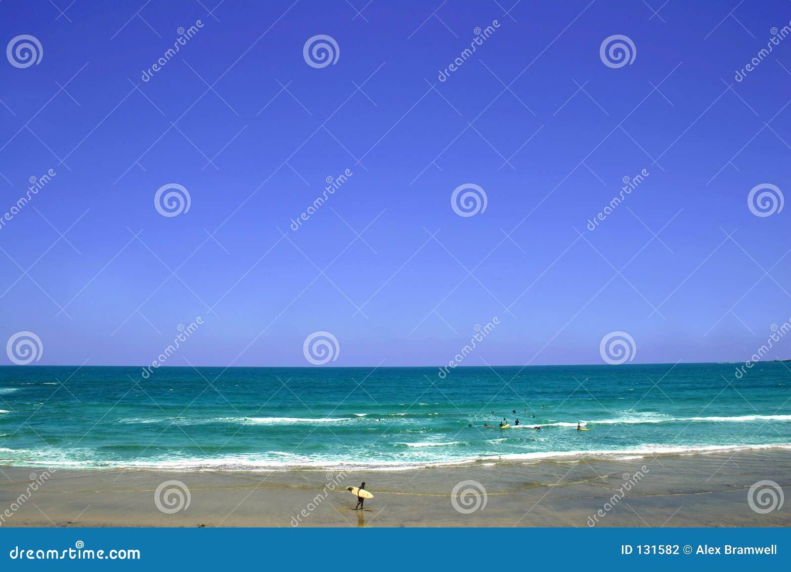 Surfista pelo mar