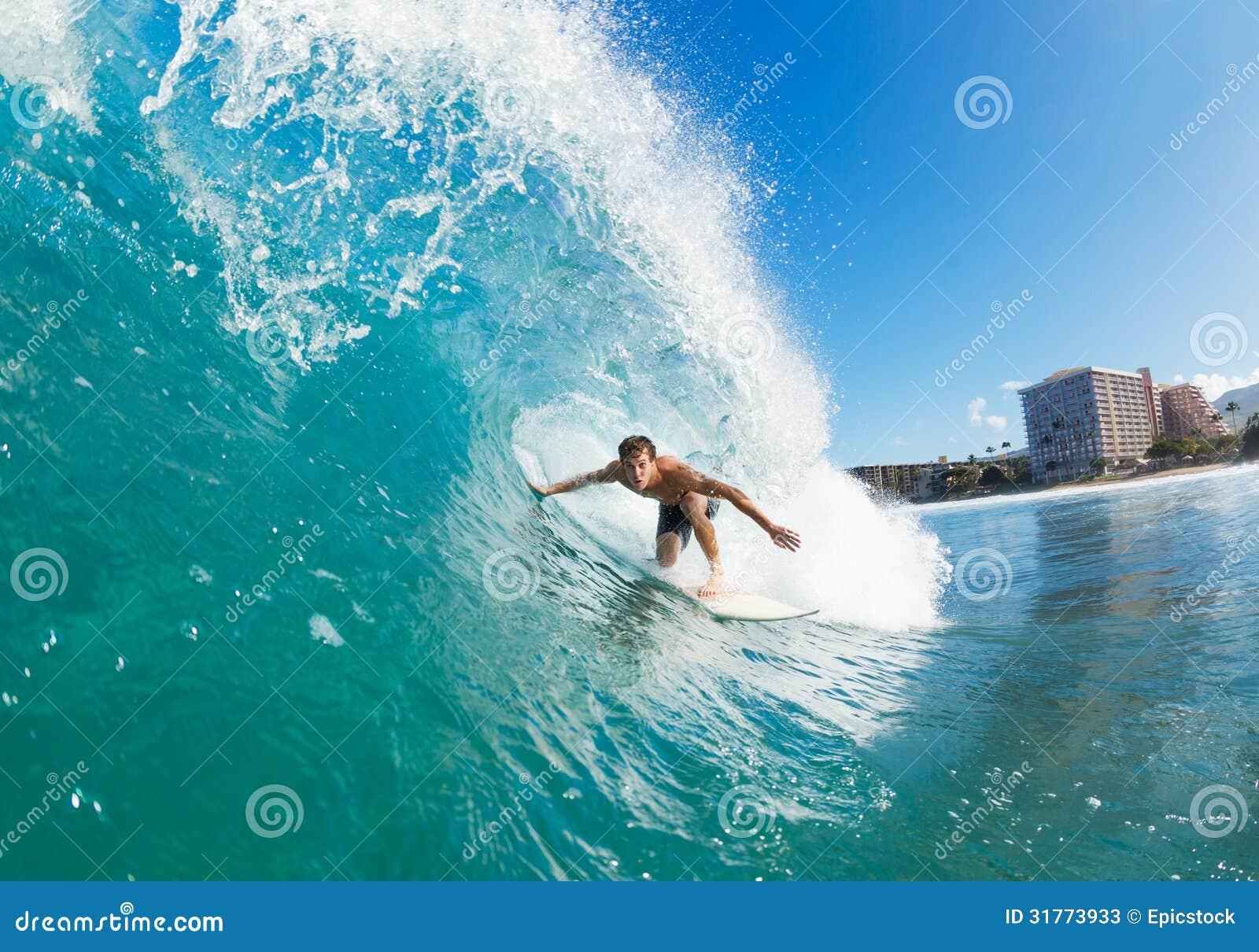 Surfista sull oceano Wave blu