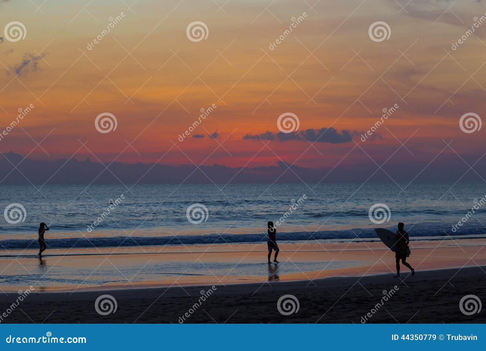 Surfista a tempo di tramonto