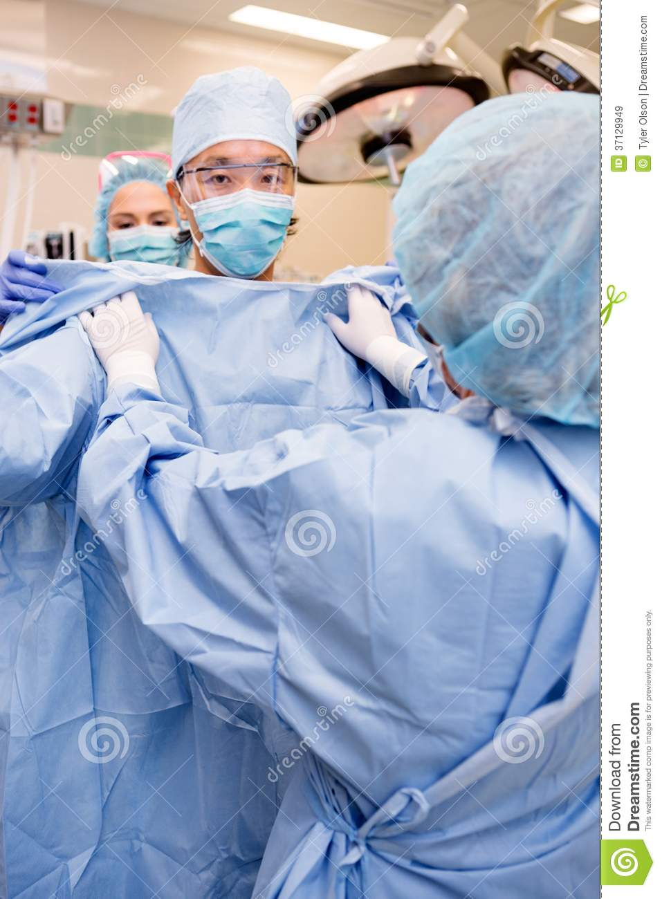 Dorable How To Put On A Sterile Gown Component - Wedding and flowers ...