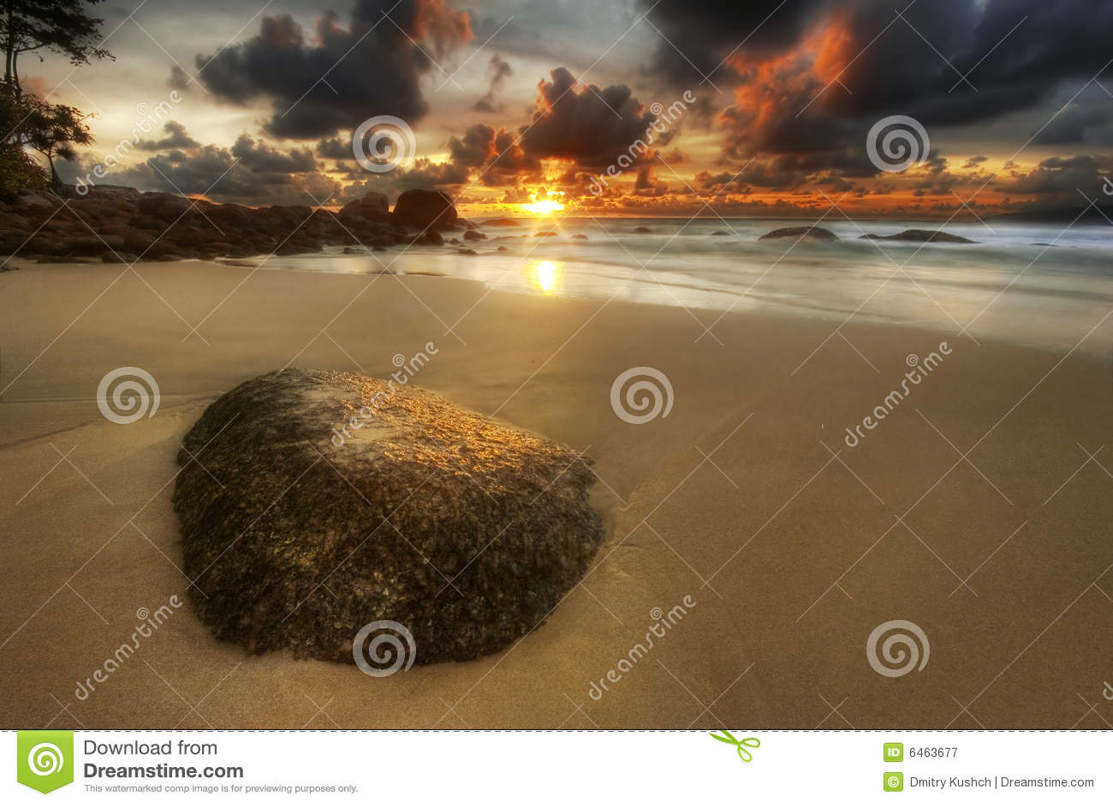 Surin piasku plaży kamienia