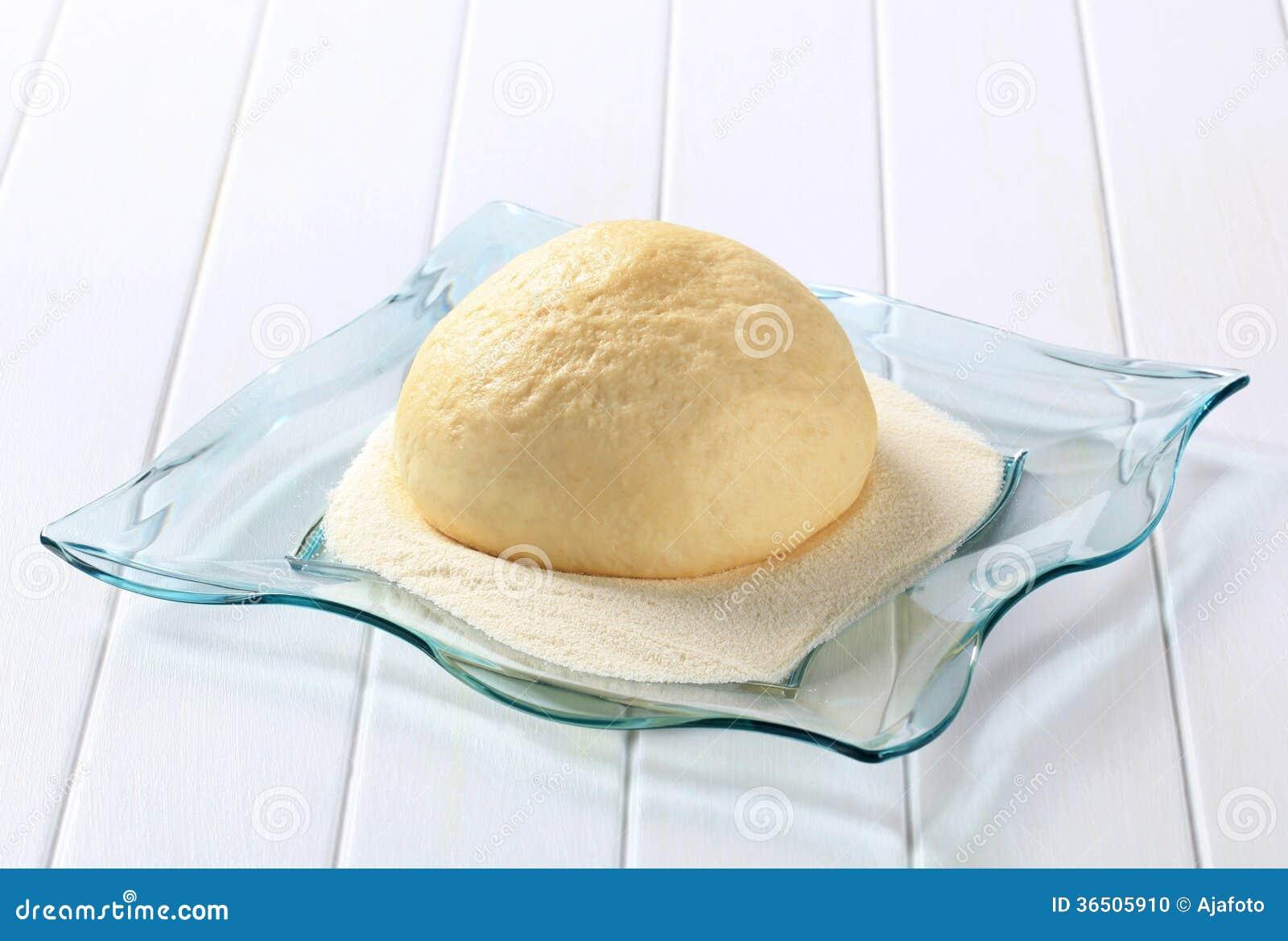 Surowy drożdżowy ciasto