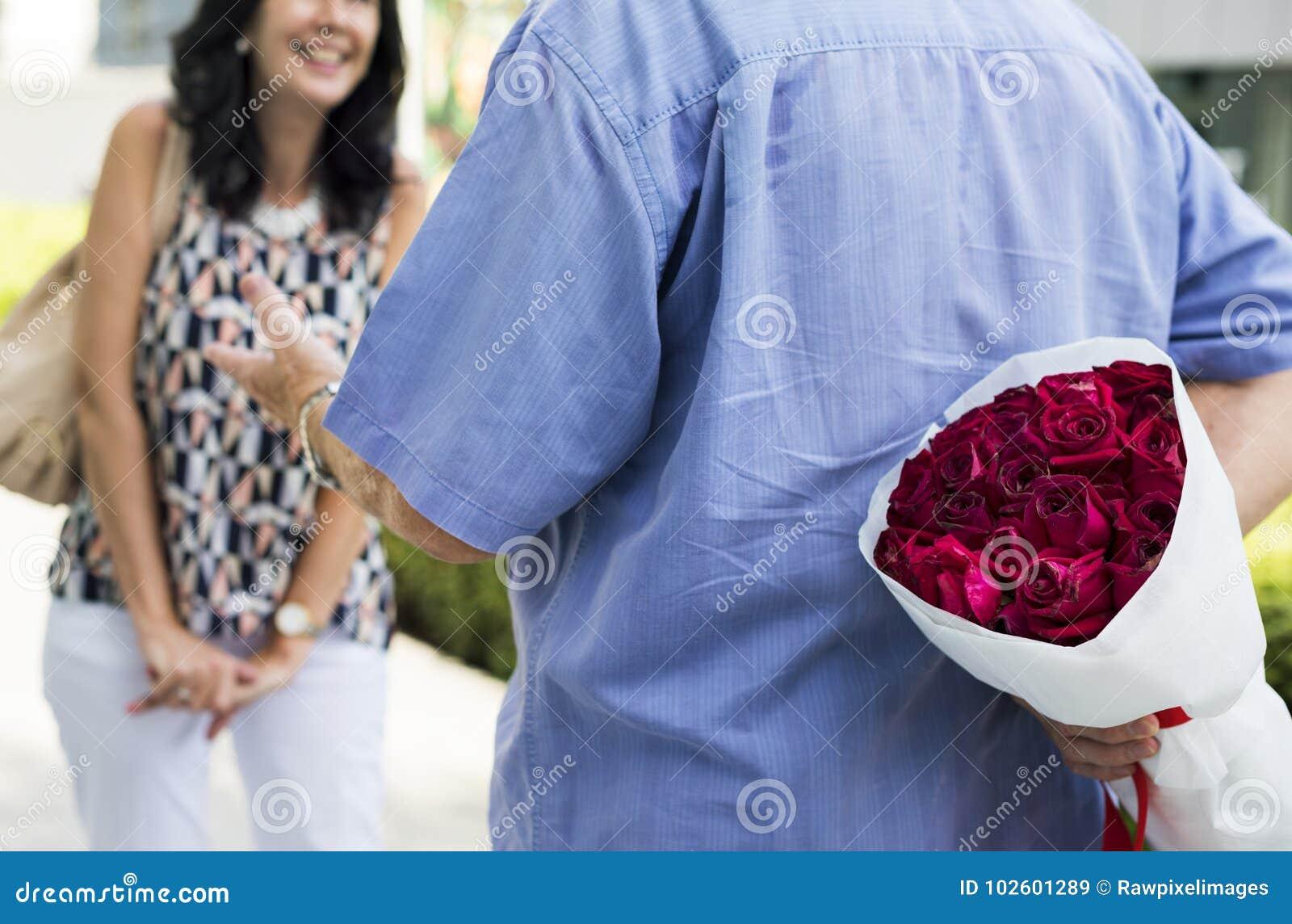 Surpresa romântica do aniversário de casamento do amor