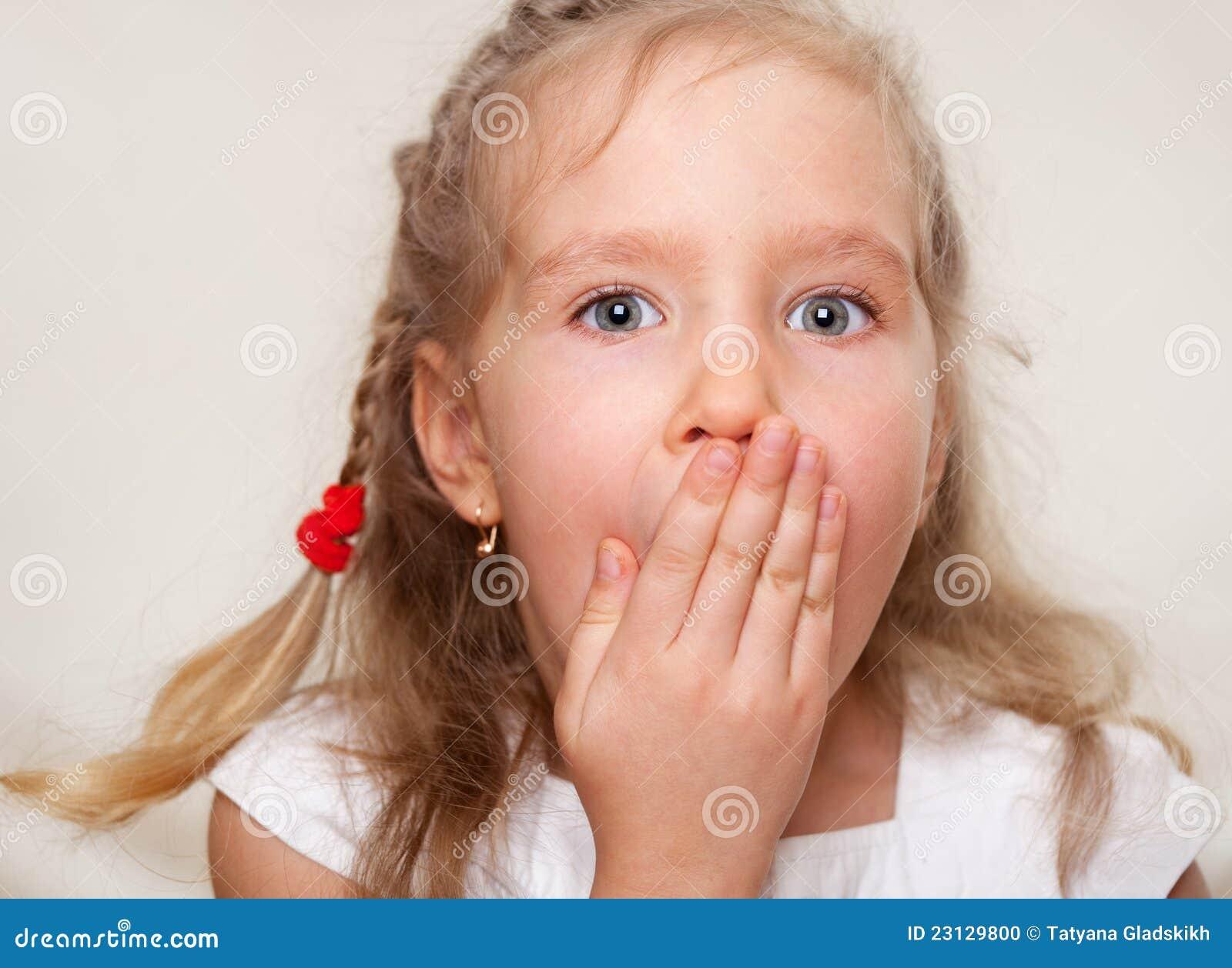 Фото девочка писает мальчику в рот 8 фотография