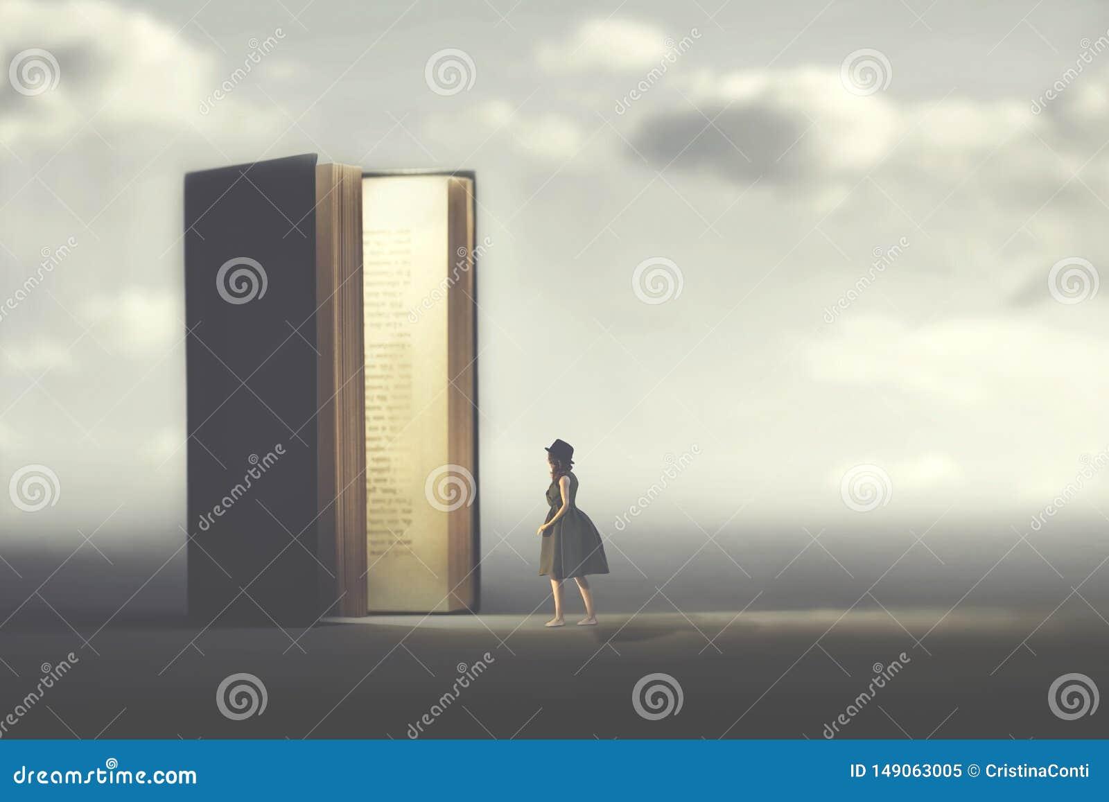 Surreal boek opent een deur die aan een vrouw, concept wordt verlicht manier aan vrijheid